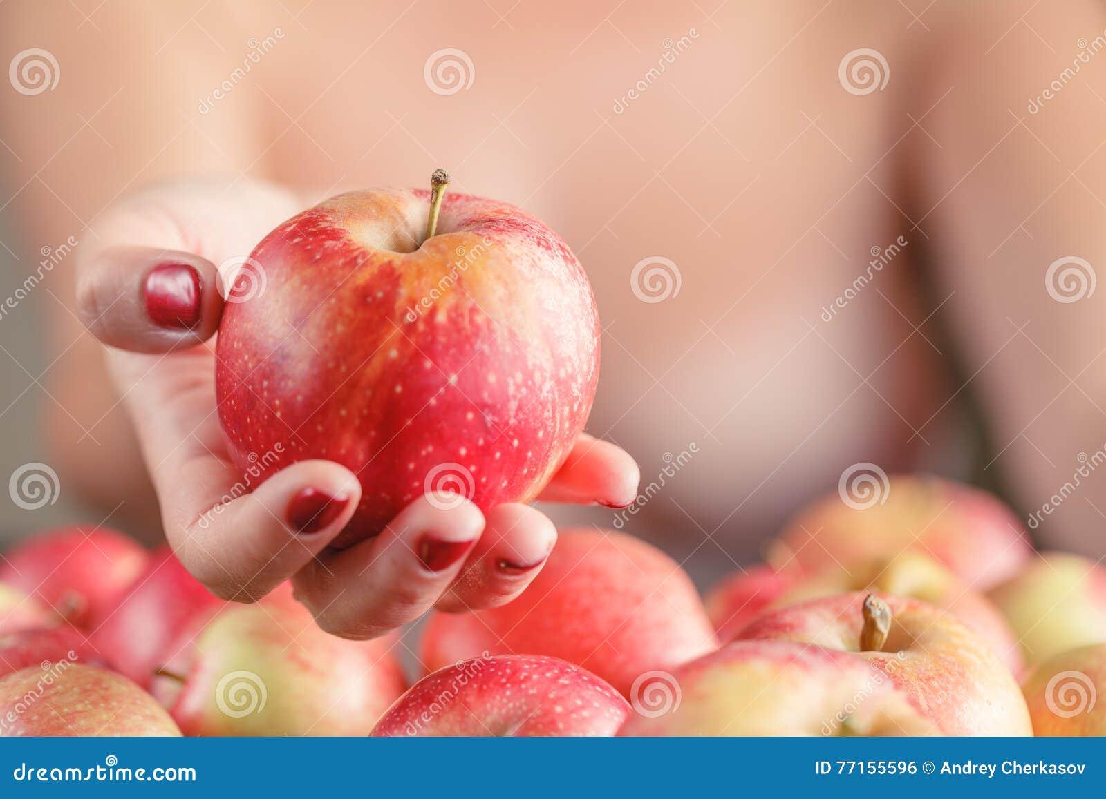 Pomme de rouge d offre de femme