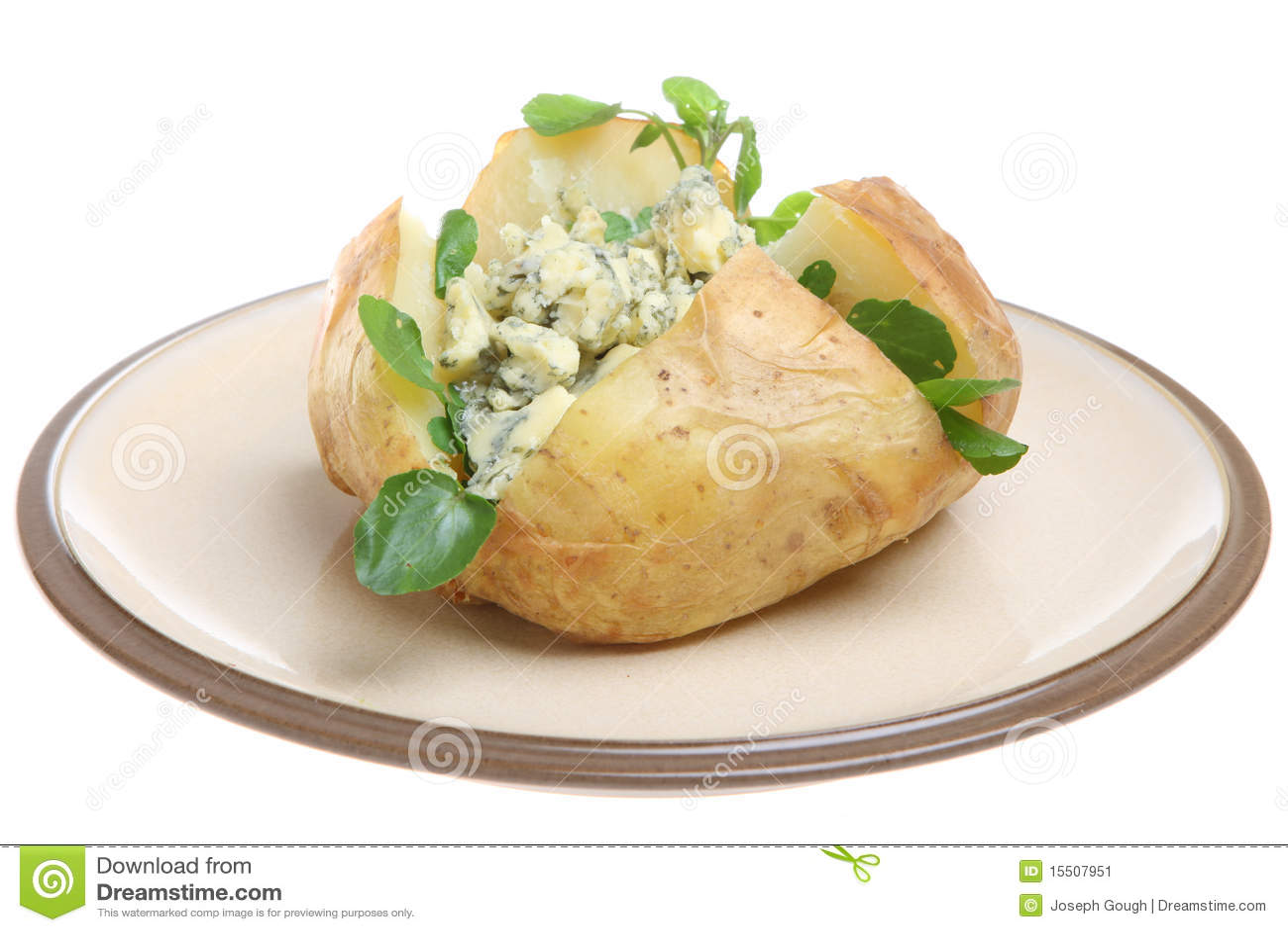 Pomme de terre cuite au four avec du fromage de stilton - Pomme de terre en robe de chambre au four ...
