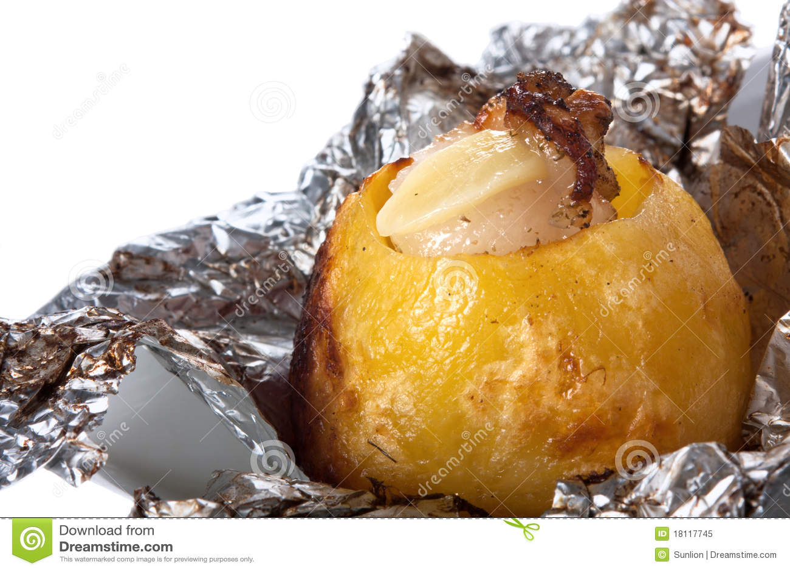 Pomme de terre cuite au four dans le clinquant photo libre de droits image 18117745 - Conservation pomme de terre cuite ...