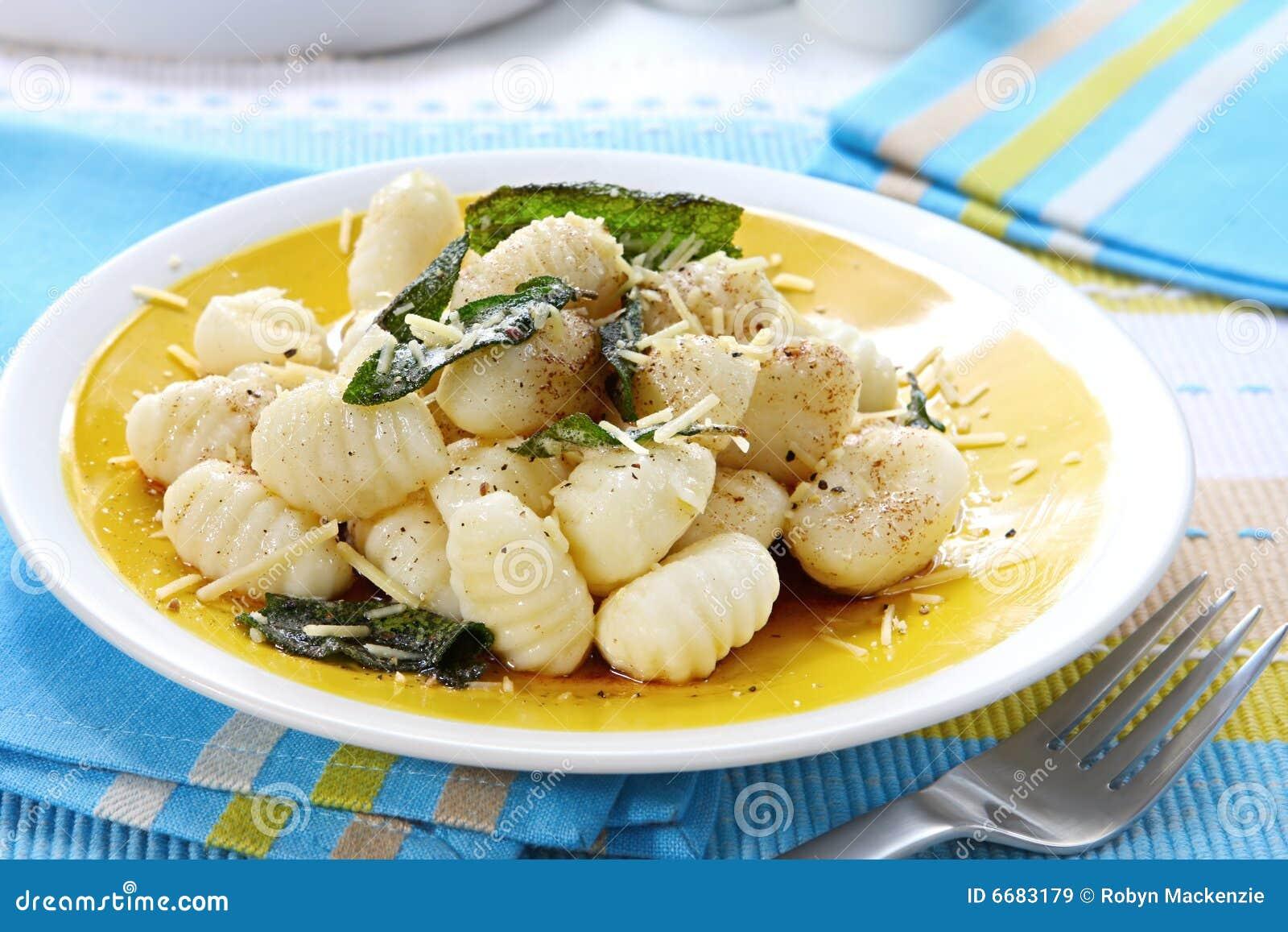 Pomme de terre Gnocchi avec du beurre sage
