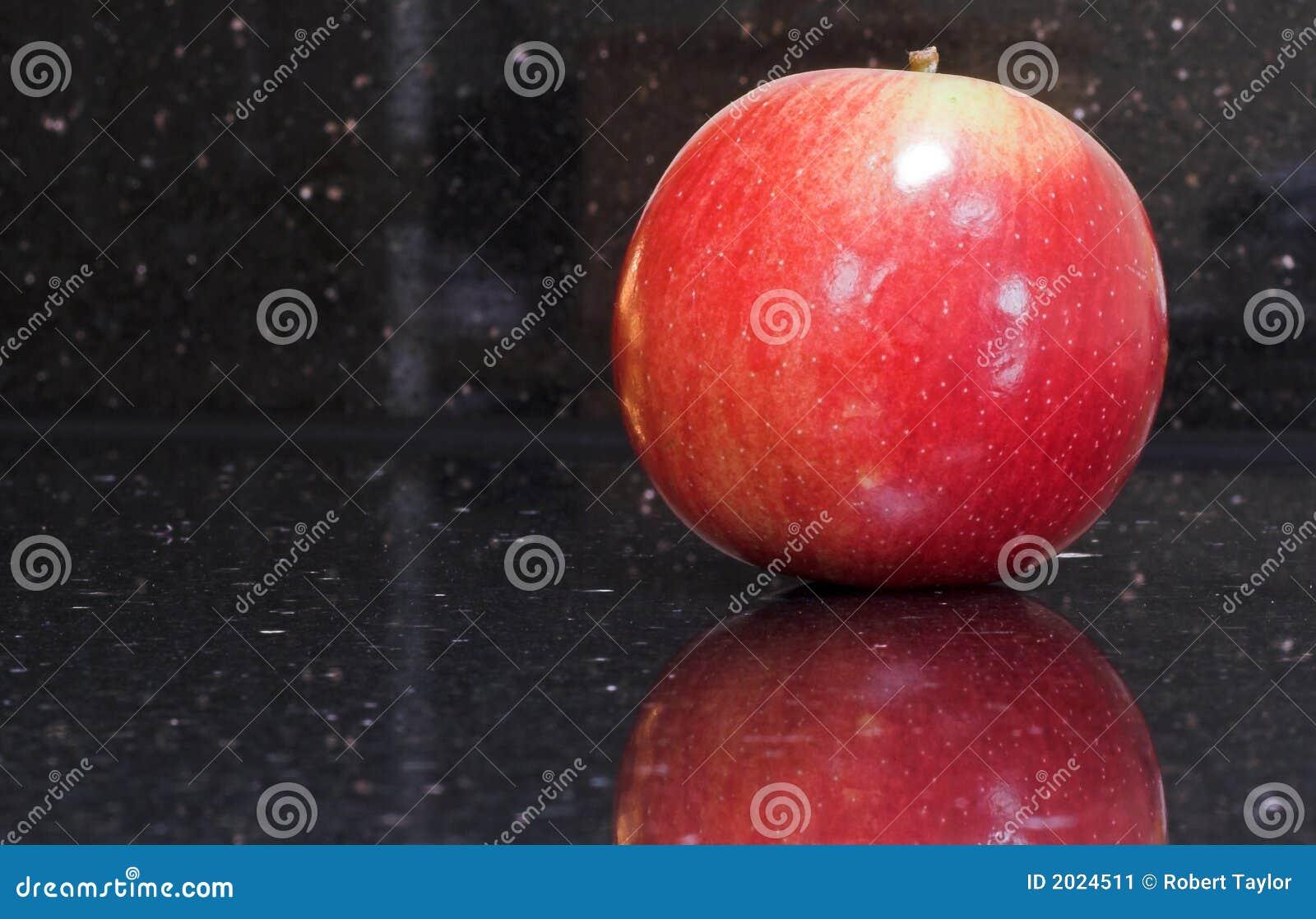 Pomme rouge brillante