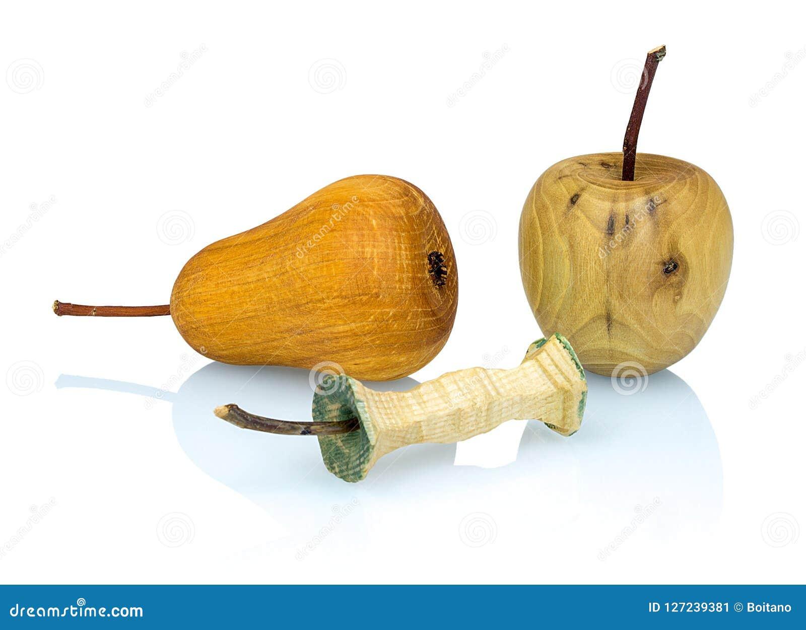 Pomme, souche en bois de pomme et poire faites à partir de l différents types de bois d isolement sur le fond blanc avec la réfle