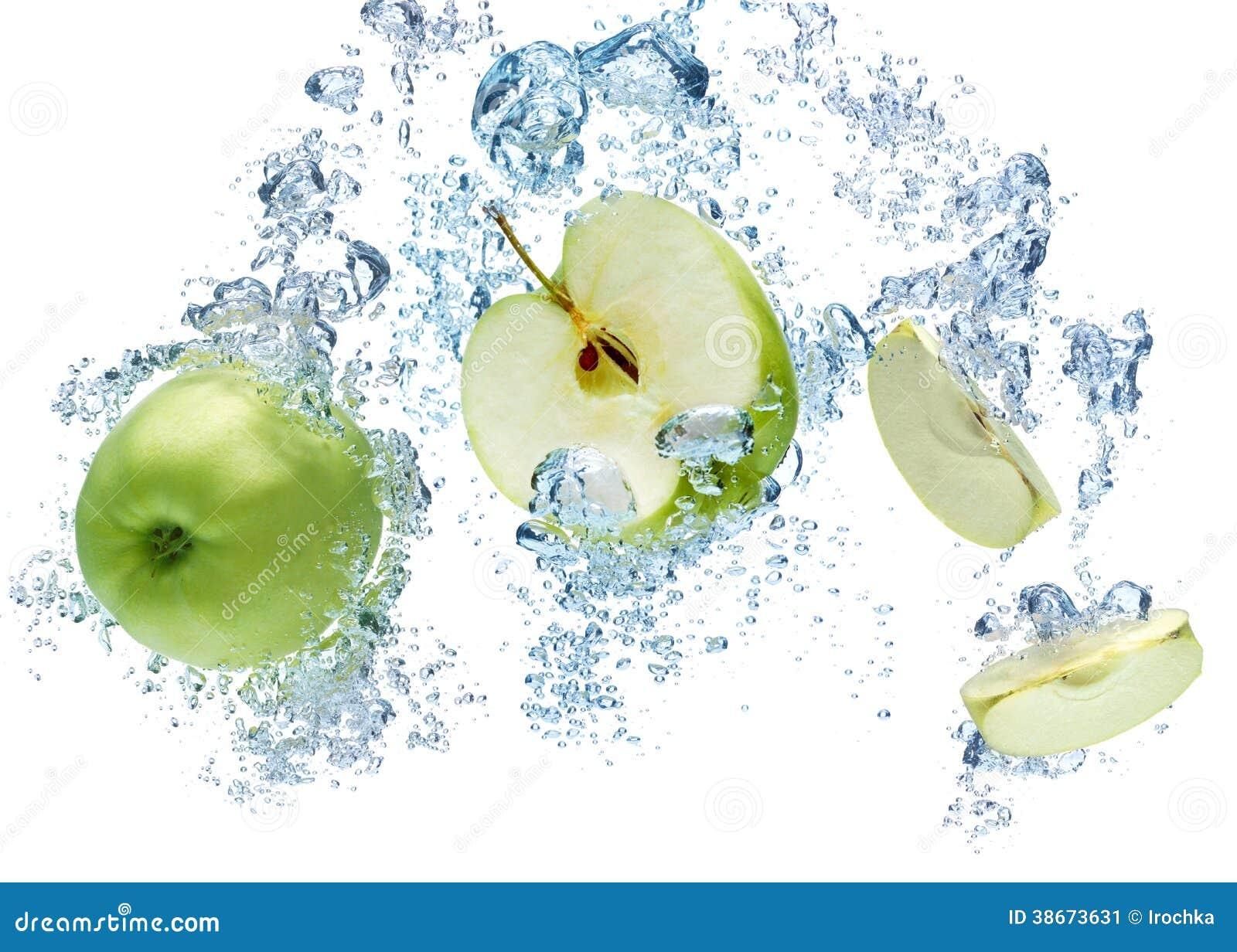Pomme verte dans l eau