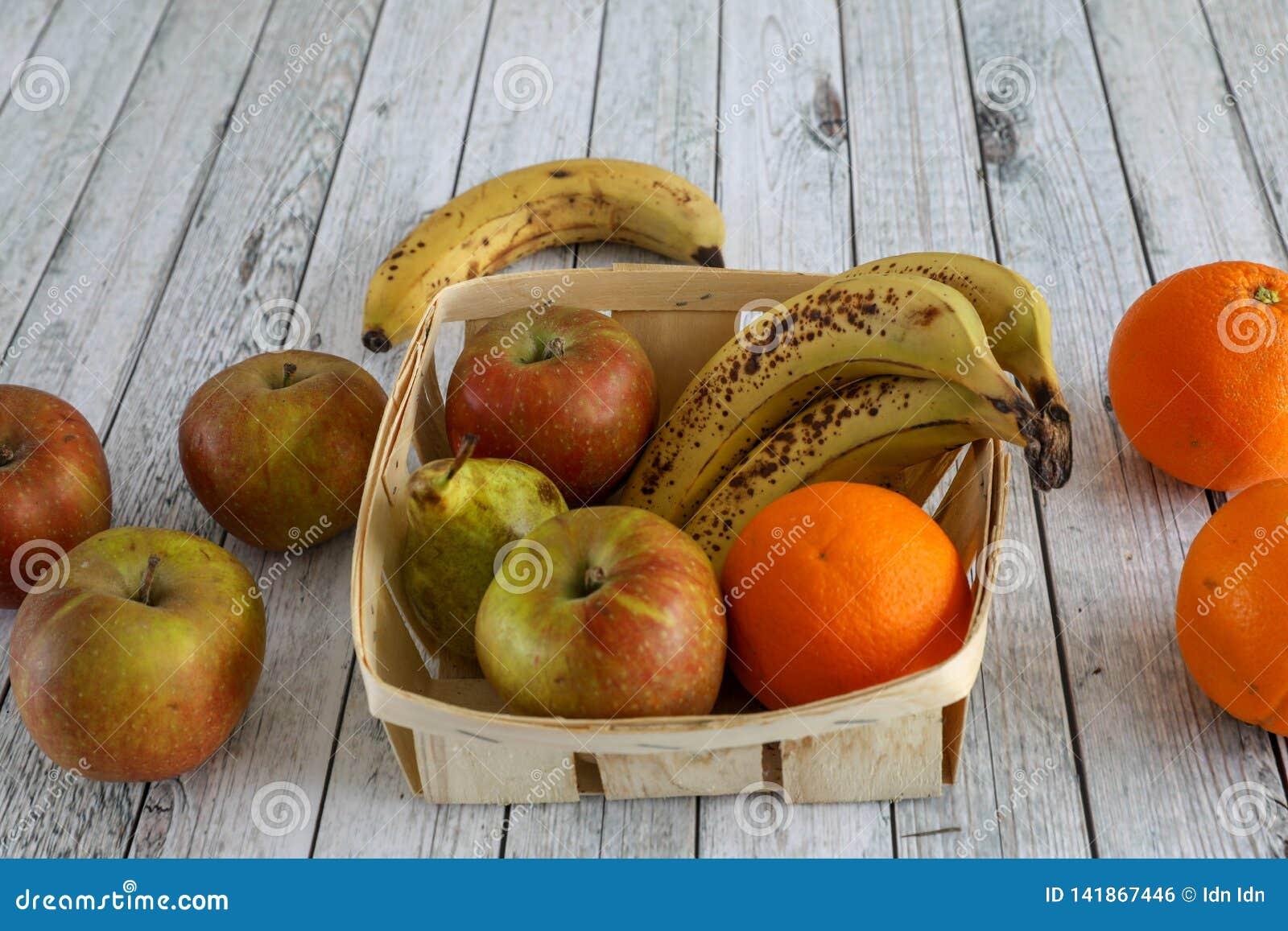 Pommes dans une cuvette