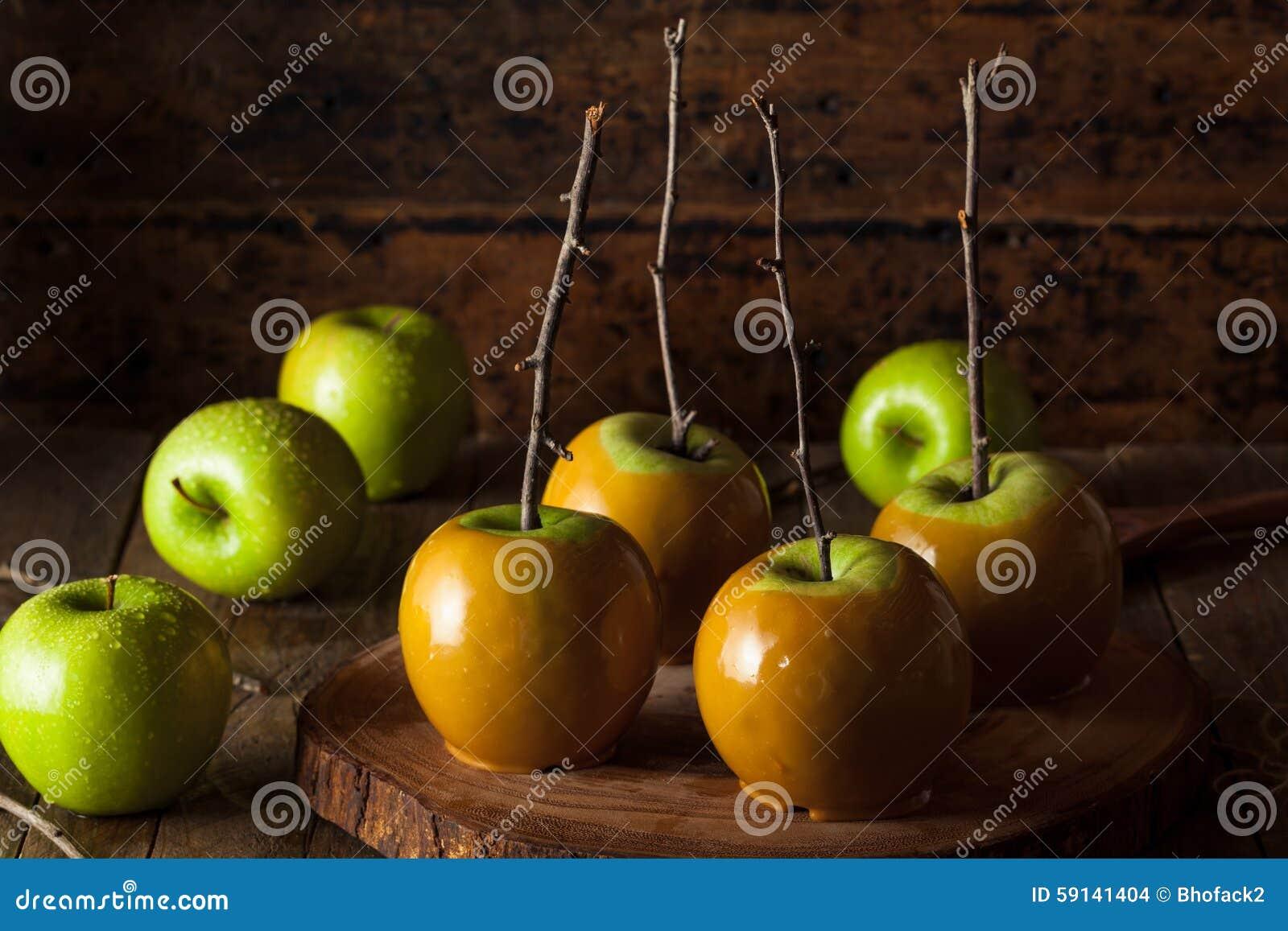 Pommes de caramel vertes faites maison