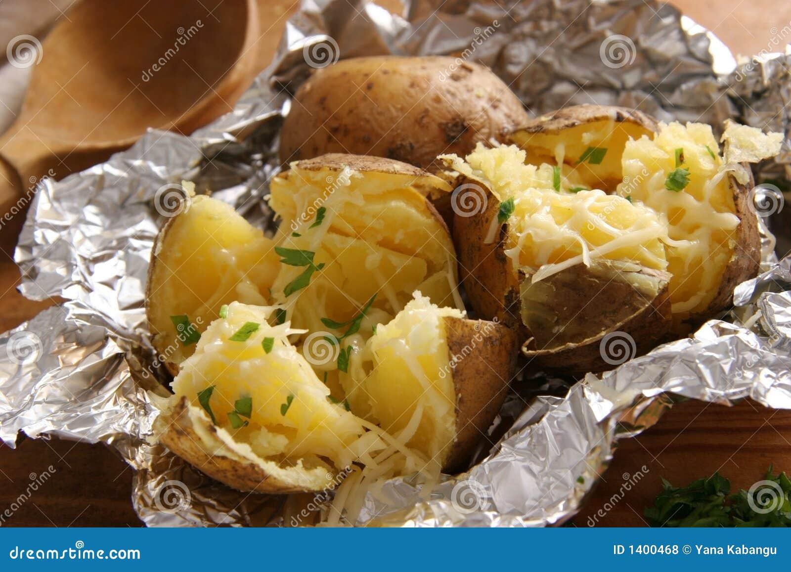 Pommes de terre cuites au four.