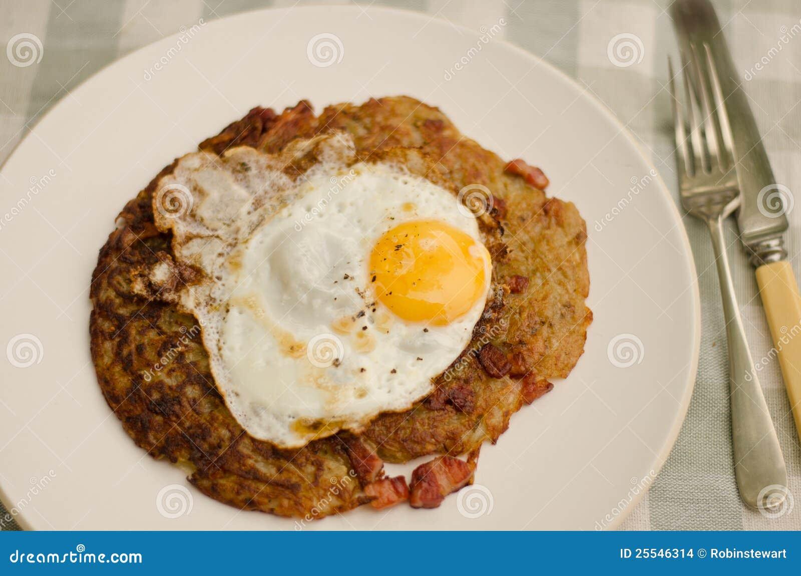 pommes de terre de rosti avec l 39 oeuf sur le plat photo stock image du carter frit 25546314. Black Bedroom Furniture Sets. Home Design Ideas