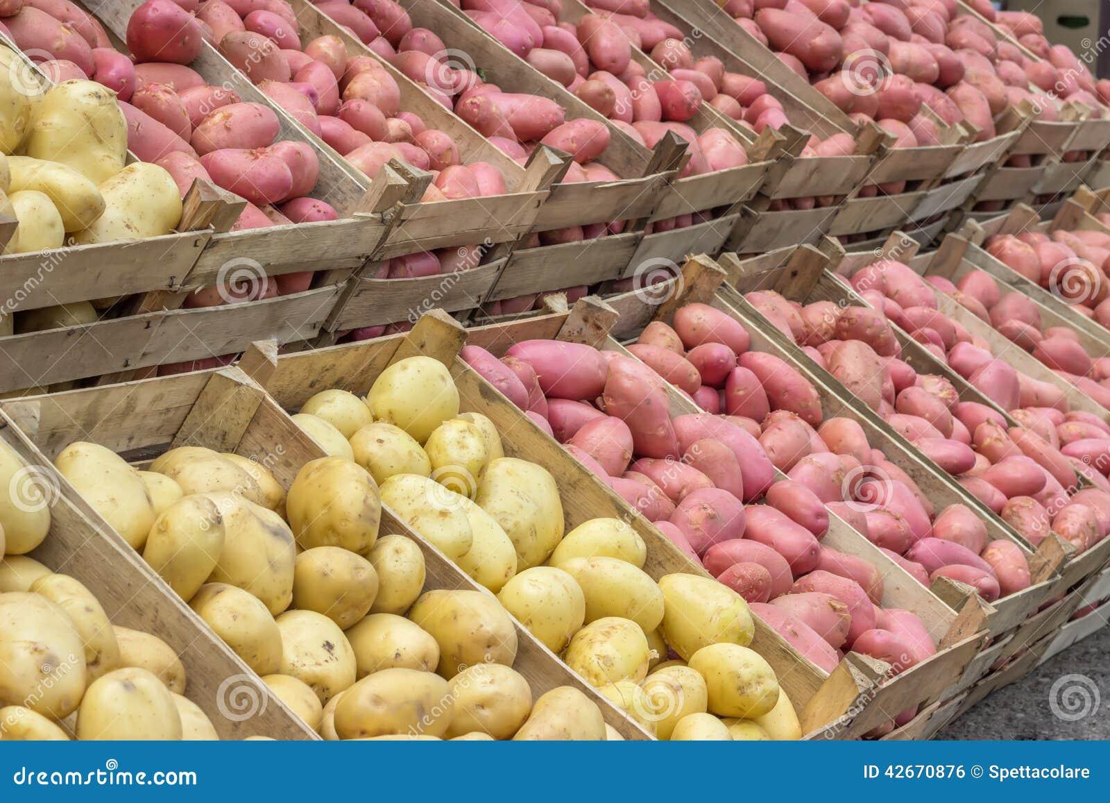 Prix Caisse A Pomme pommes de terre du marché d'agriculteurs dans caisses en