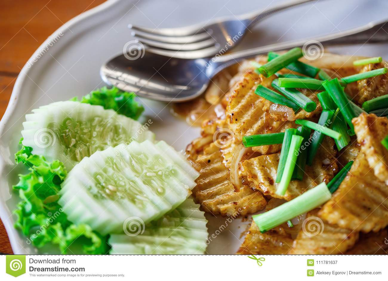 Pommes de terre frites aux oignons