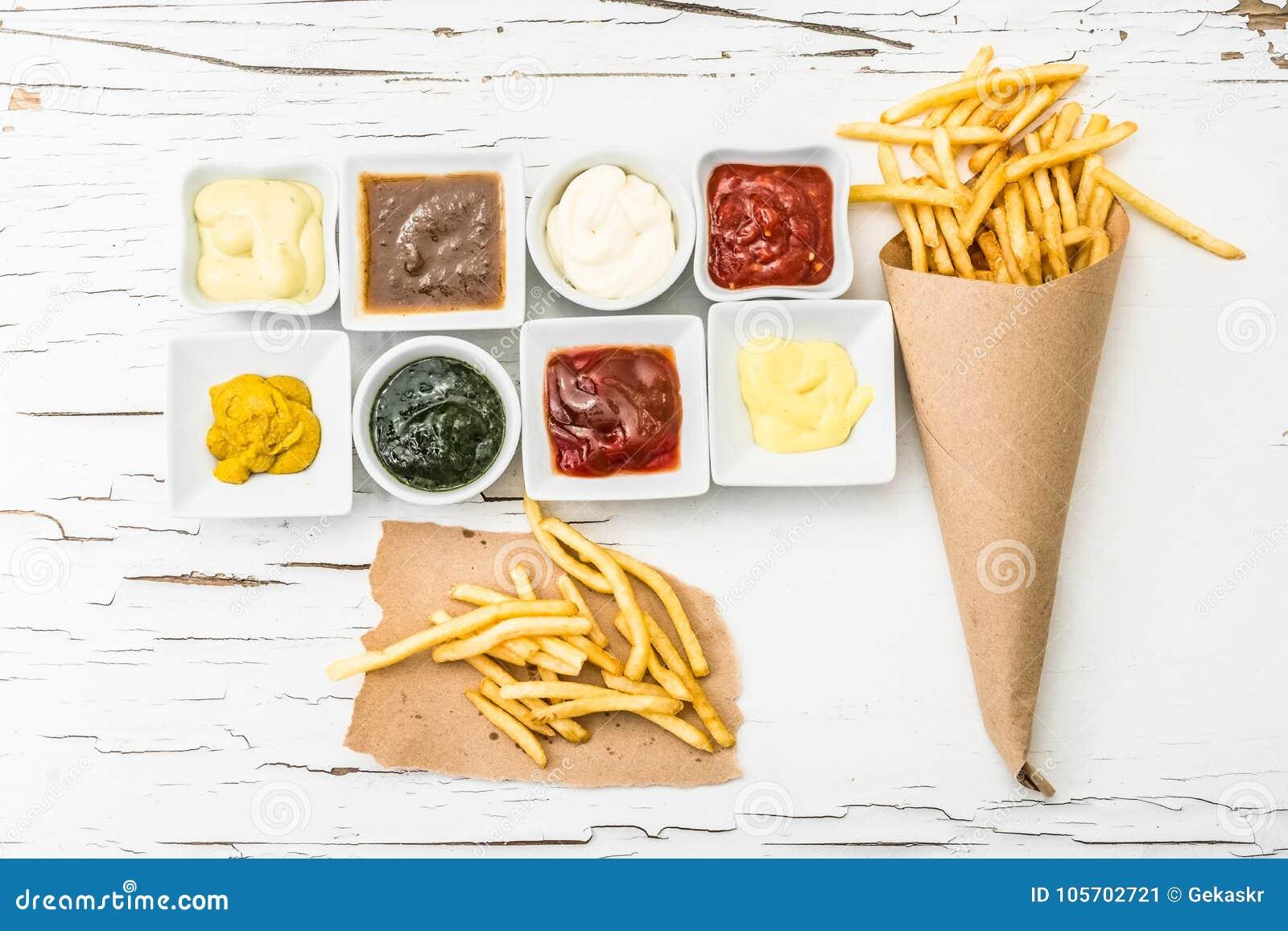 Pommes frites med olika såser