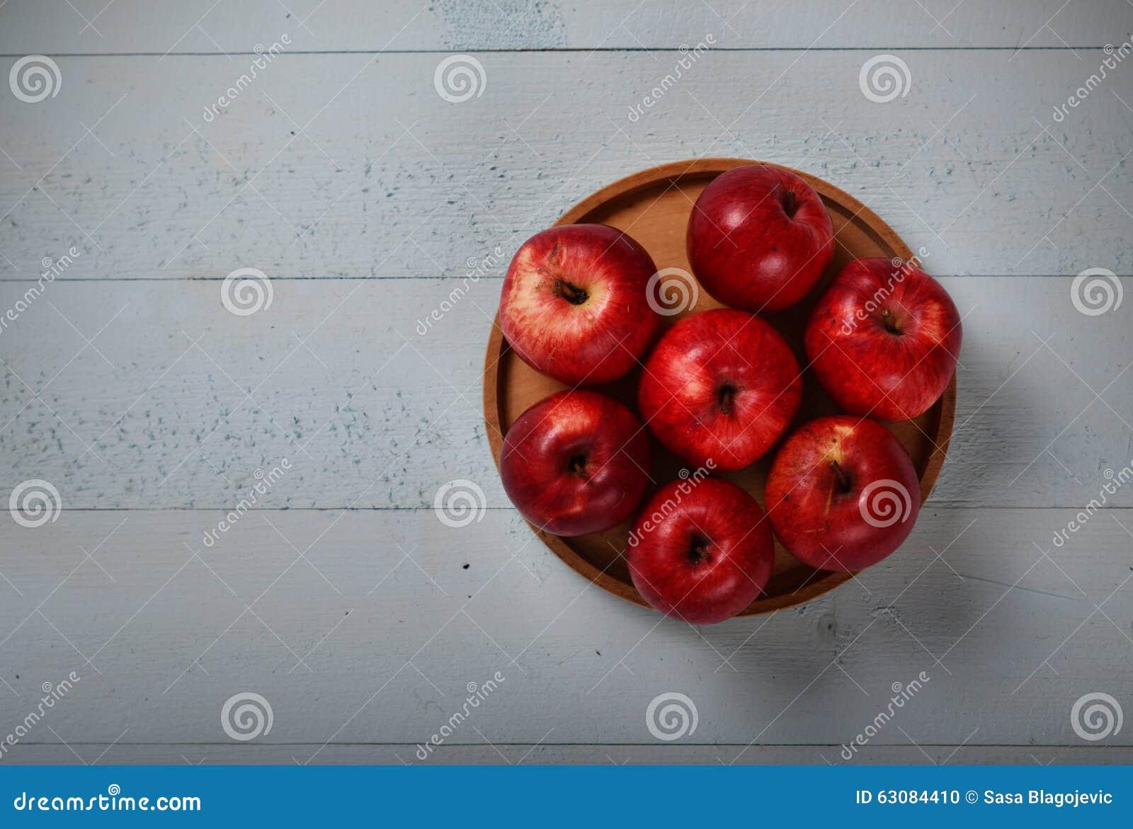 Download Pommes rouges organiques photo stock. Image du croûte - 63084410