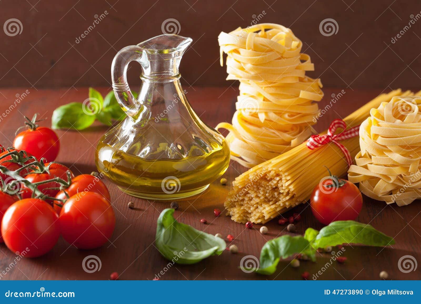 Pomodori Crudi Dell'olio D'oliva Della Pasta Cucina Italiana In Cucin  #BC230F 1300 957 Immagini Di Cucina E Soggiorno Insieme