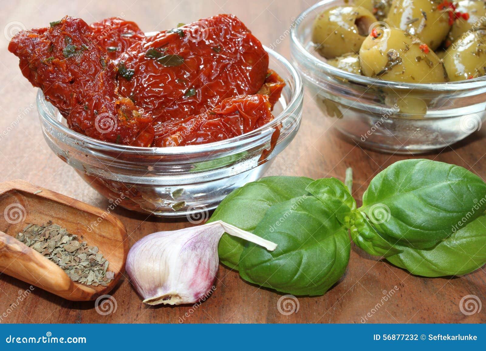 Pomodori ed olive secchi come dispositivo d avviamento