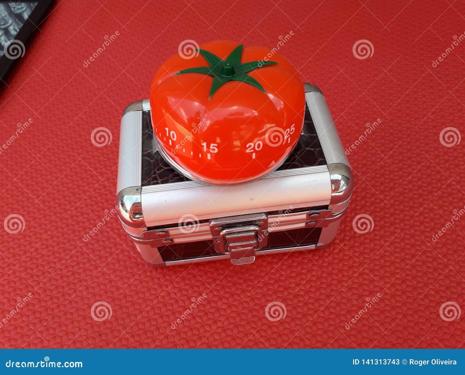 Pomodorotijdopnemer - mechanische tomaat gevormde keukentijdopnemer voor het koken of het bestuderen