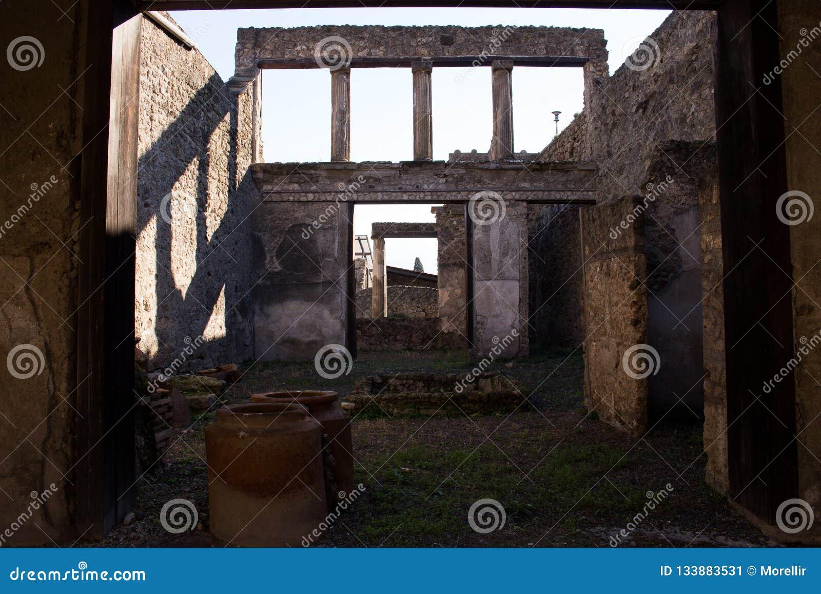 Pompeii est une ville antique enterrée dans l ANNONCE 79 de l éruption de
