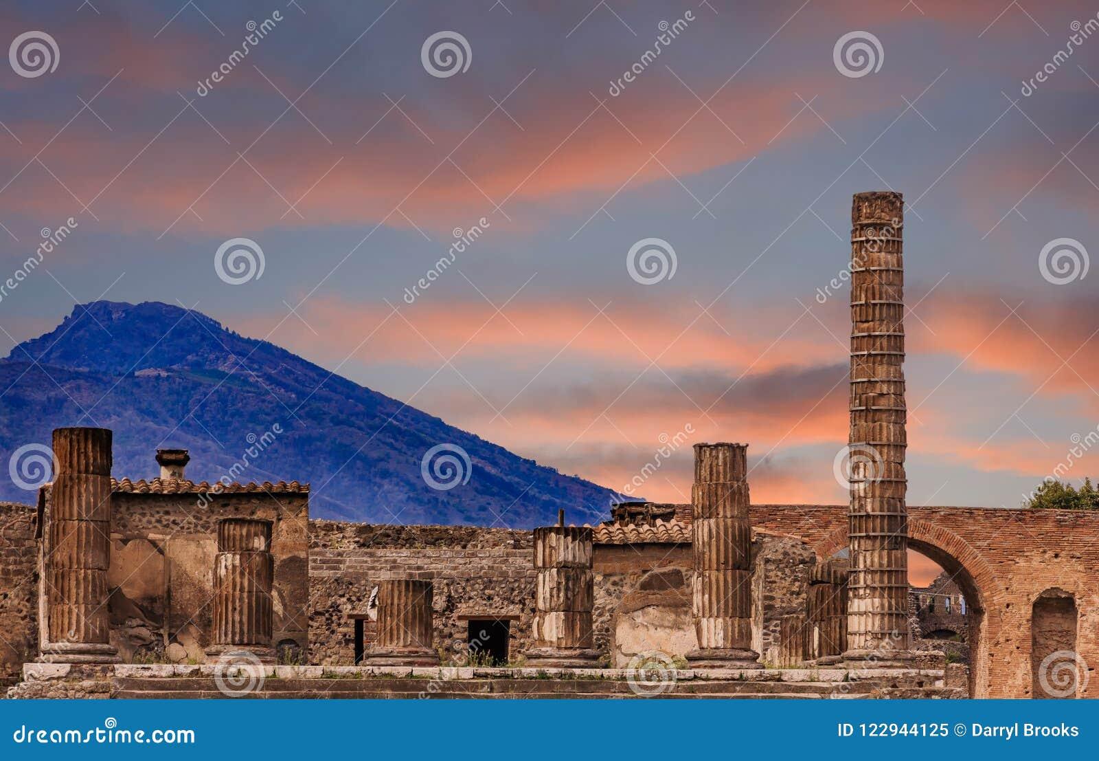 Pompeii et Vésuve au crépuscule