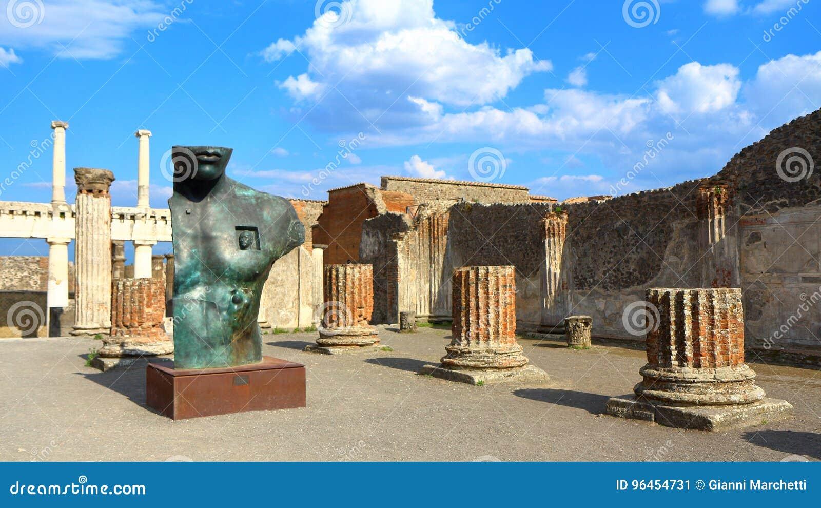 Pompeii, Italie : Statue de Mitoraj