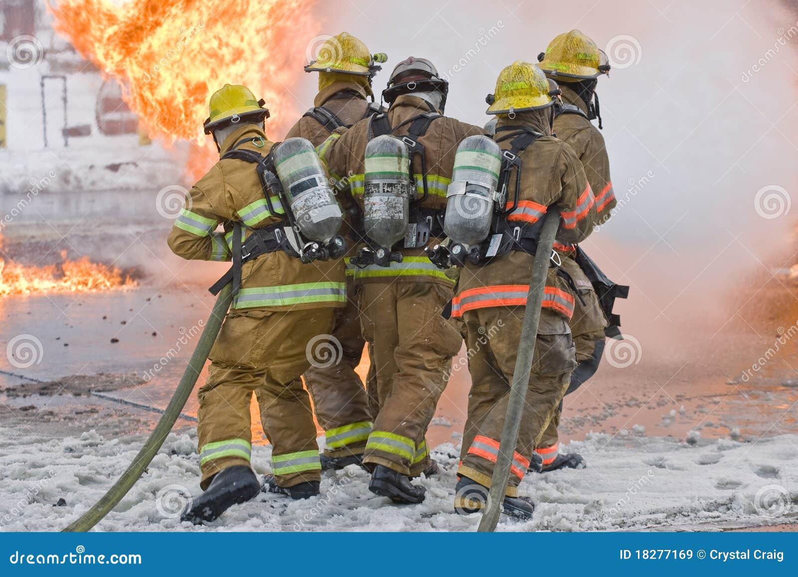 Pompiers et flammes