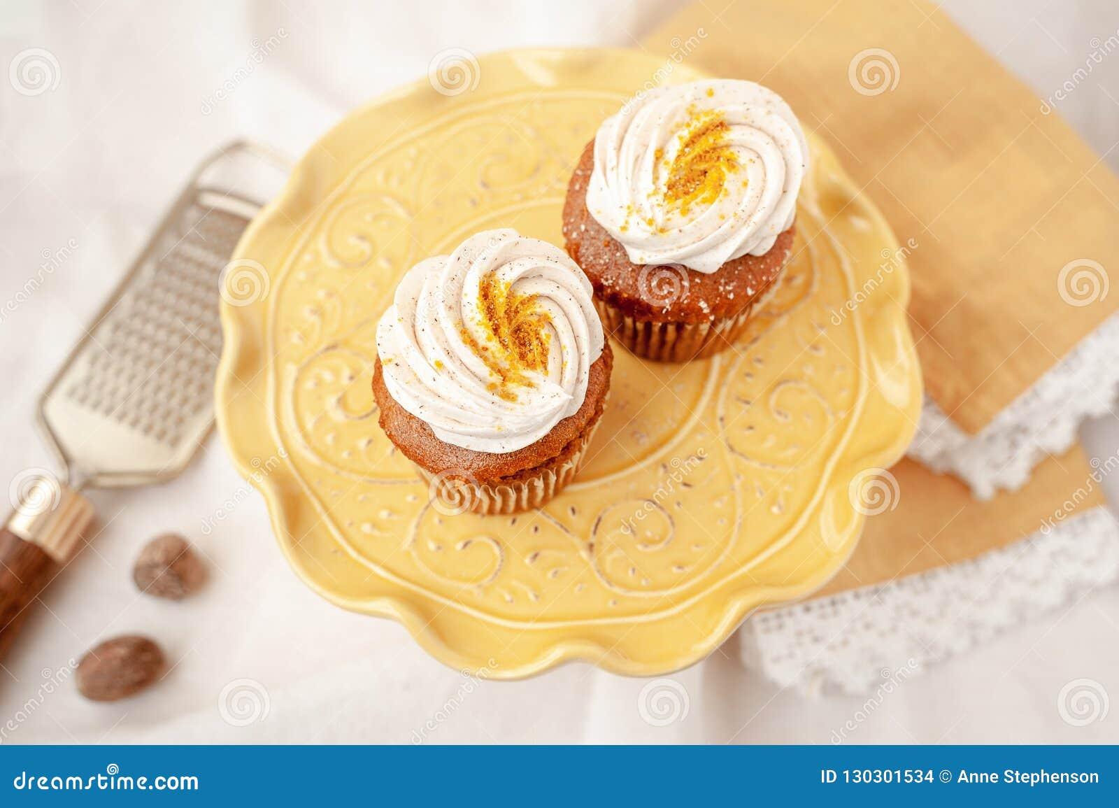 Pompoenkaastaart cupcakes zonder gluten of zuivelfabriek wordt gemaakt die