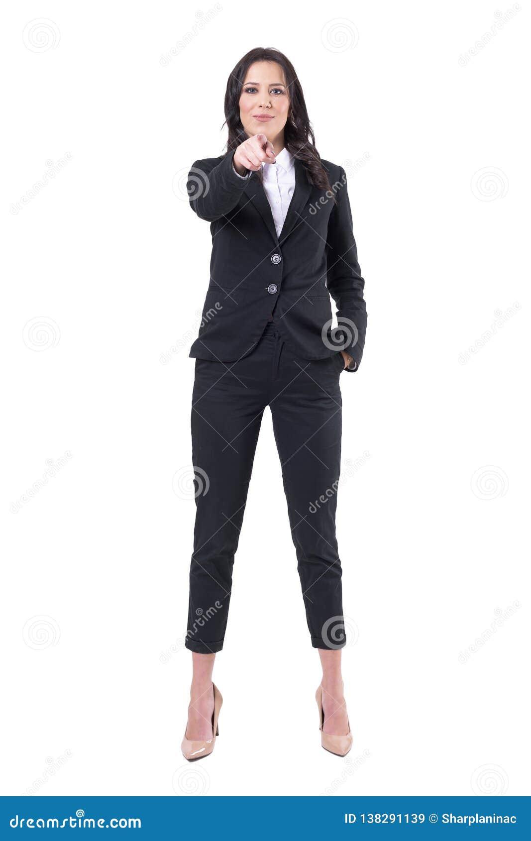 Pomyślna ufna szczęśliwa biznesowa kobieta wskazuje palec wybiera ciebie łączyć firmy