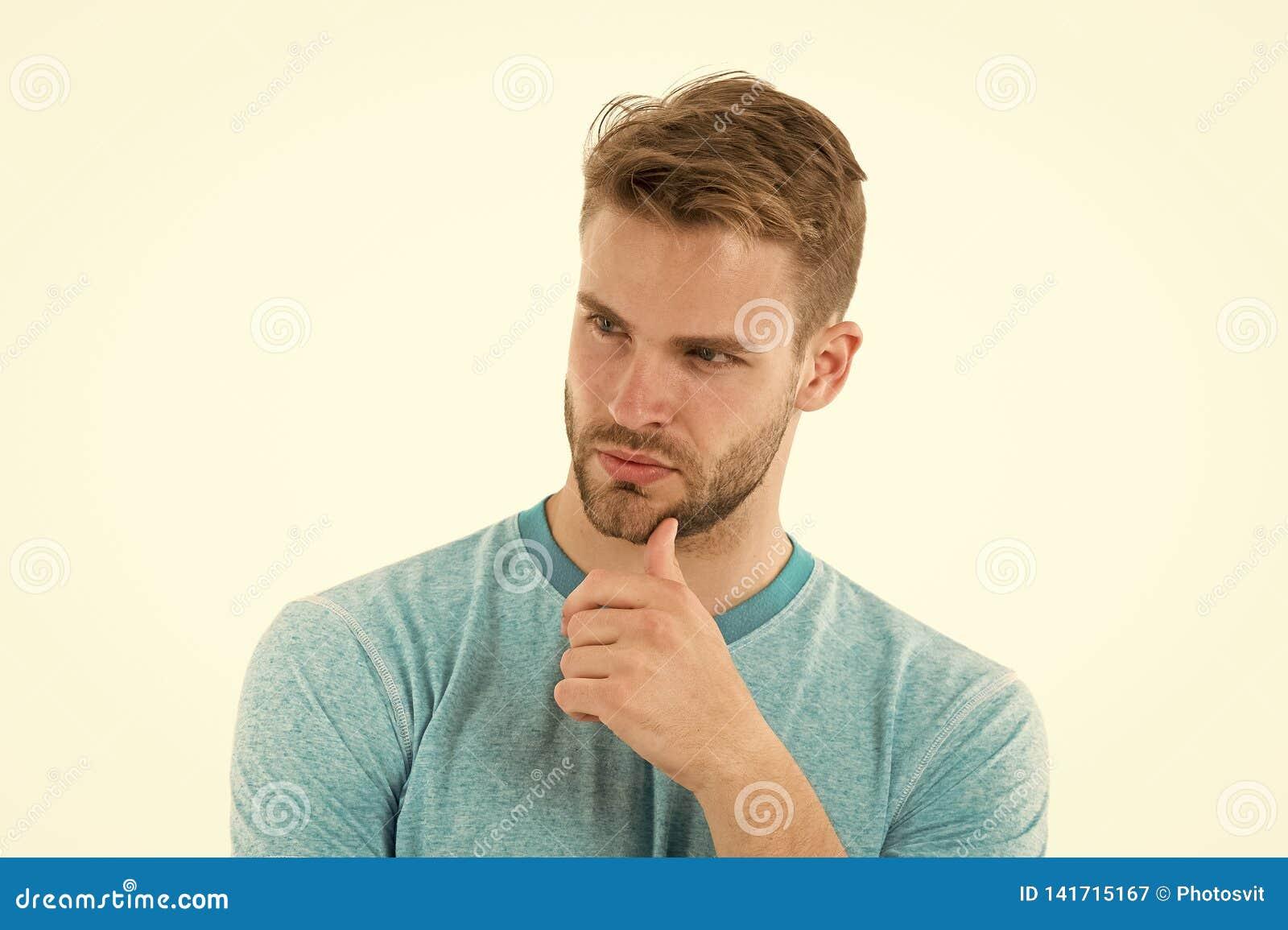 Pomysłu target308_0_ Obsługuje szczecina poważną twarz patrzeje dla pomysłu, biały tło Facetów dotyków brodaty rozważny szczecina