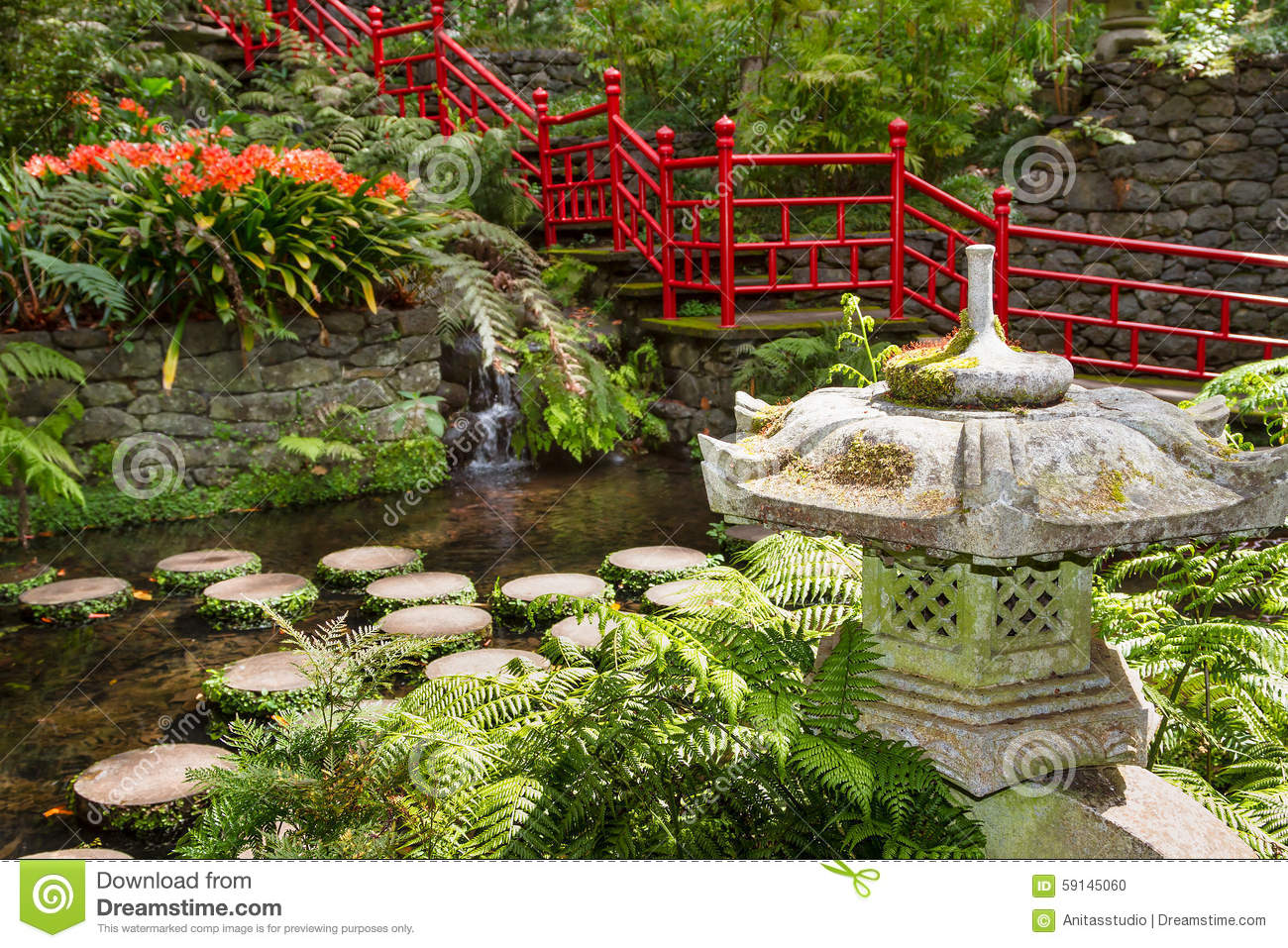 Pond and garden decoration in oriental style monte palace for Small garden decoration