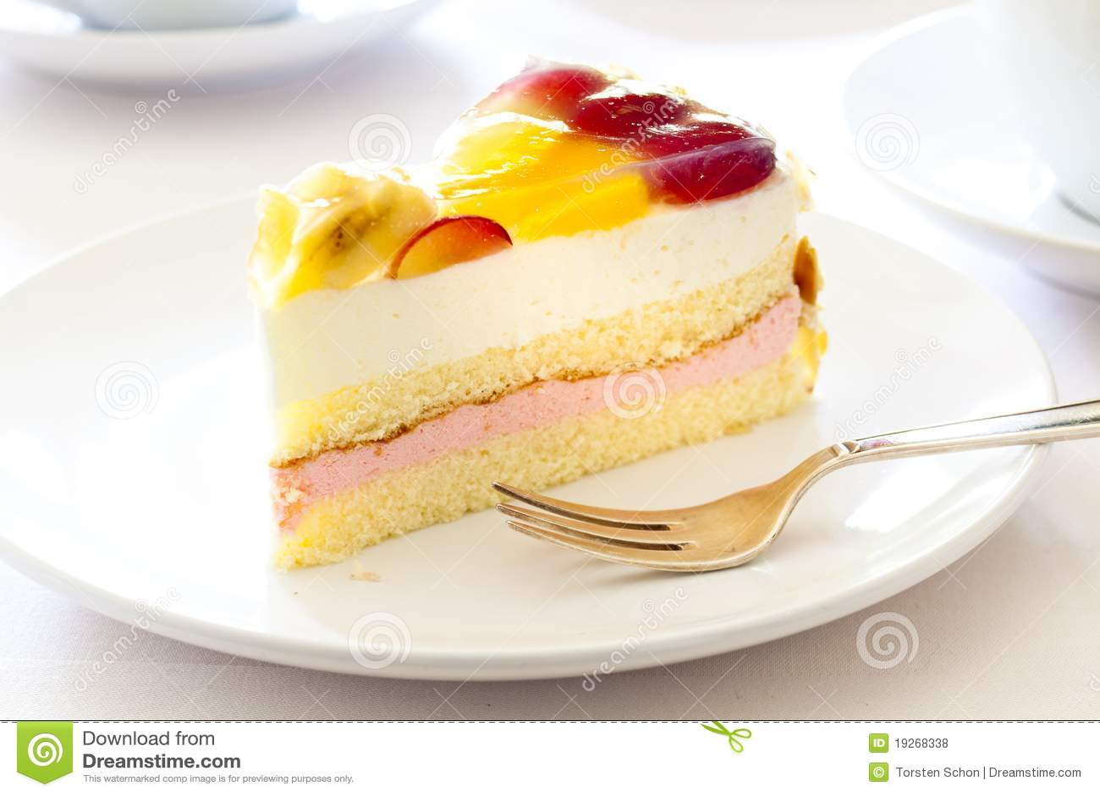 _poner crema torta con fruta