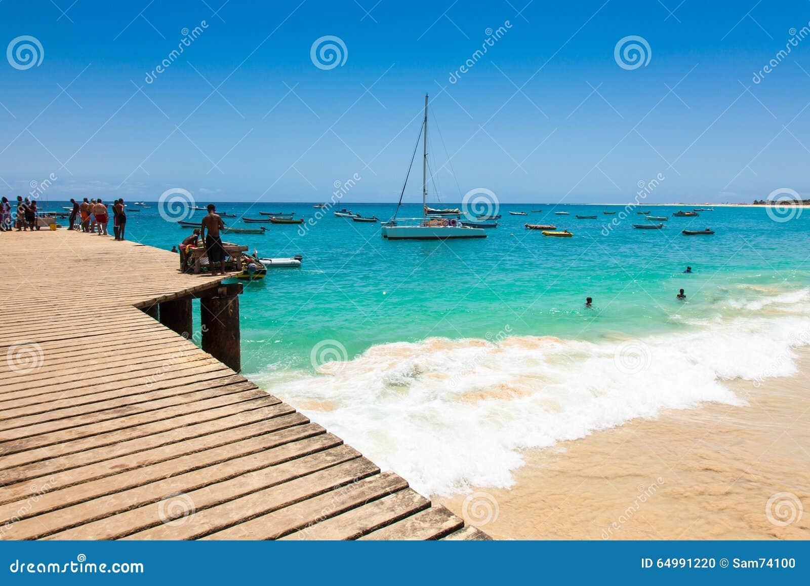 Pontão da praia de Santa Maria na ilha Cabo Verde - Cabo Verde do Sal