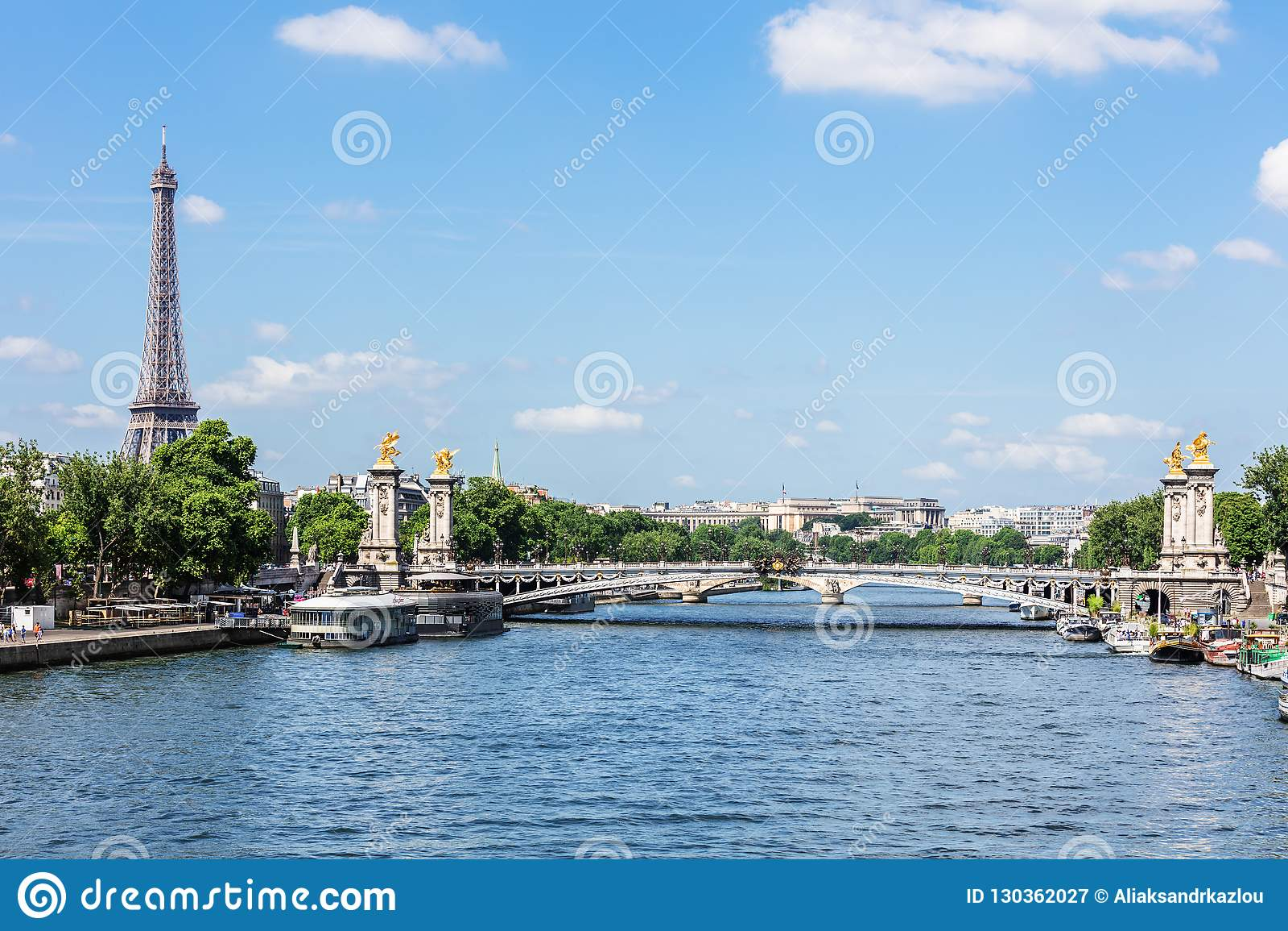 Pont Alexandre III bro med Eiffeltorn france paris