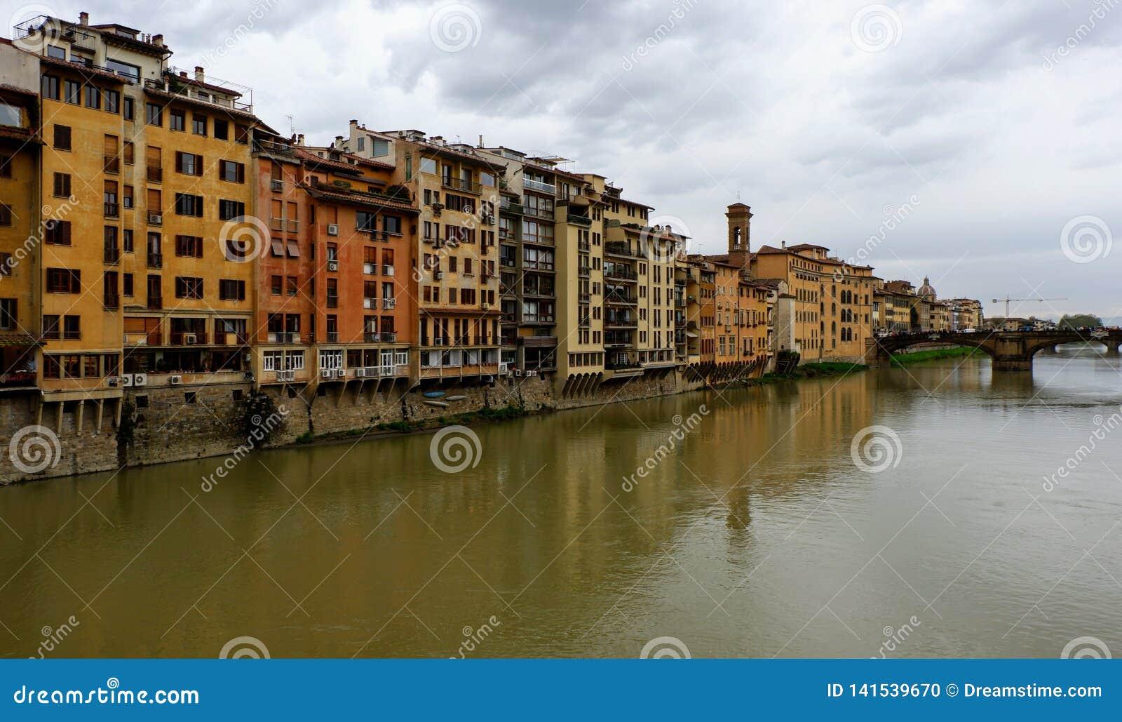 Pont au-dessus de rivière à Florence