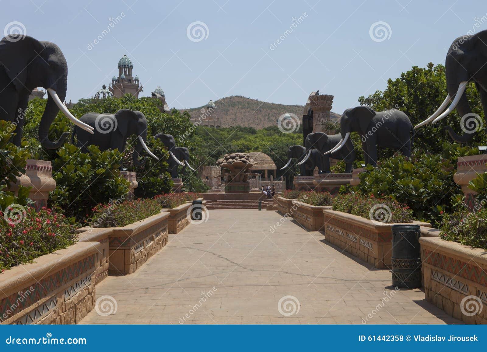 Pont avec des statues des éléphants, dans Sun City, l Afrique du Sud
