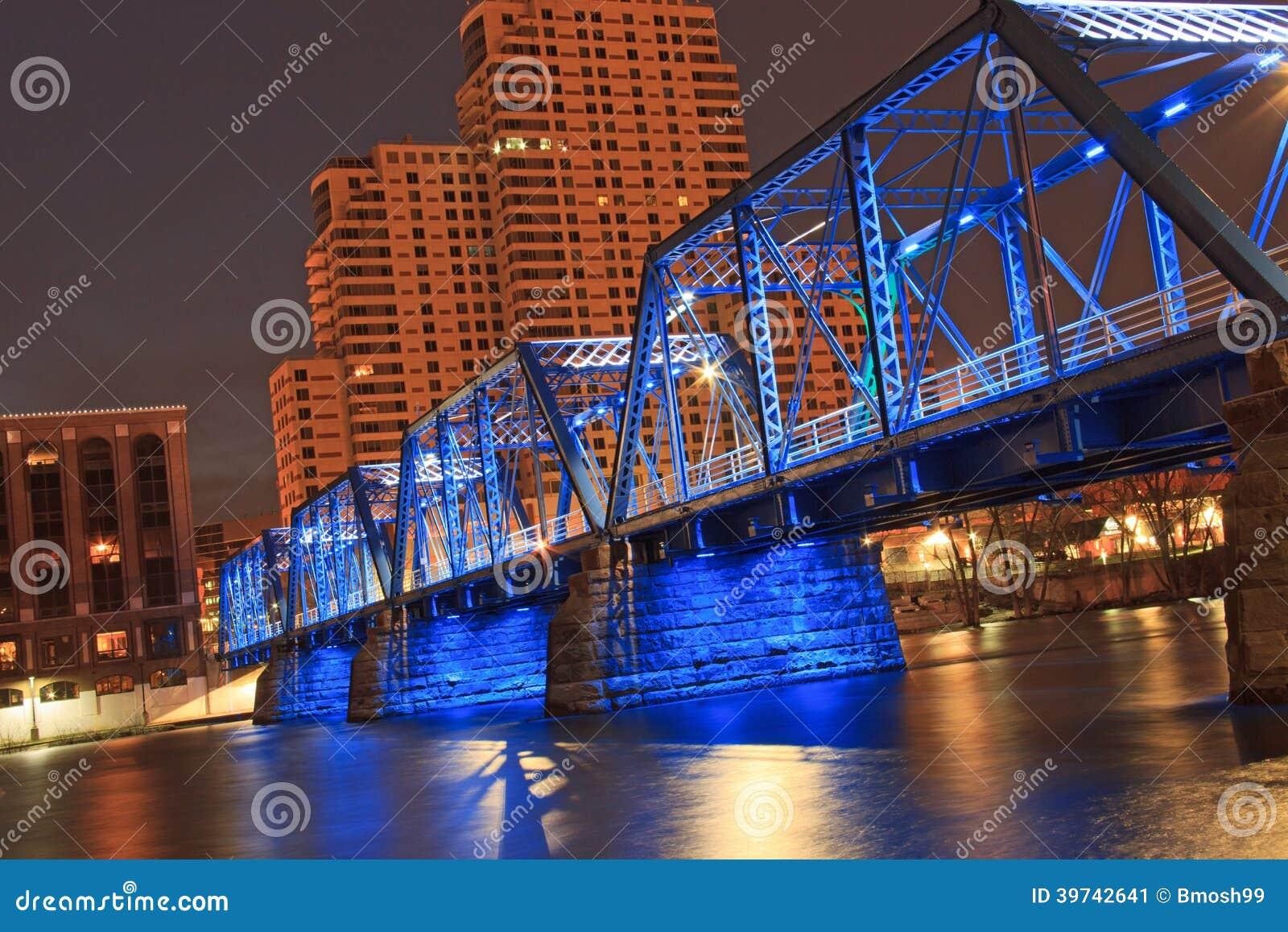 Pont bleu à Grand Rapids