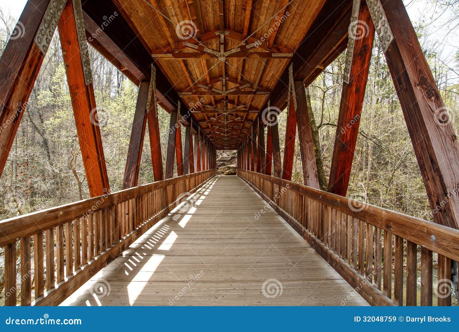 Pont Couvert En Bois De Vieux Bois De Construction Images libres de  ~ Construction De Pont En Bois