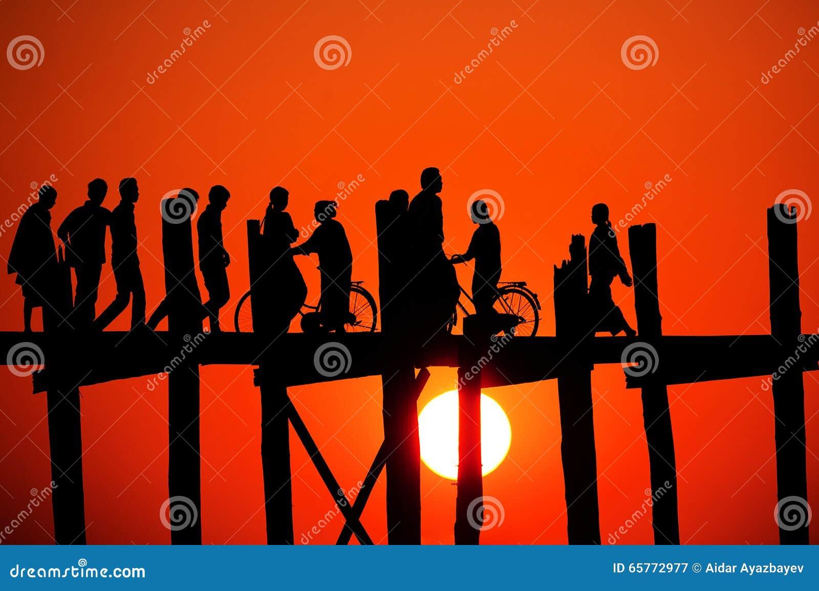 Pont d U Bein au coucher du soleil