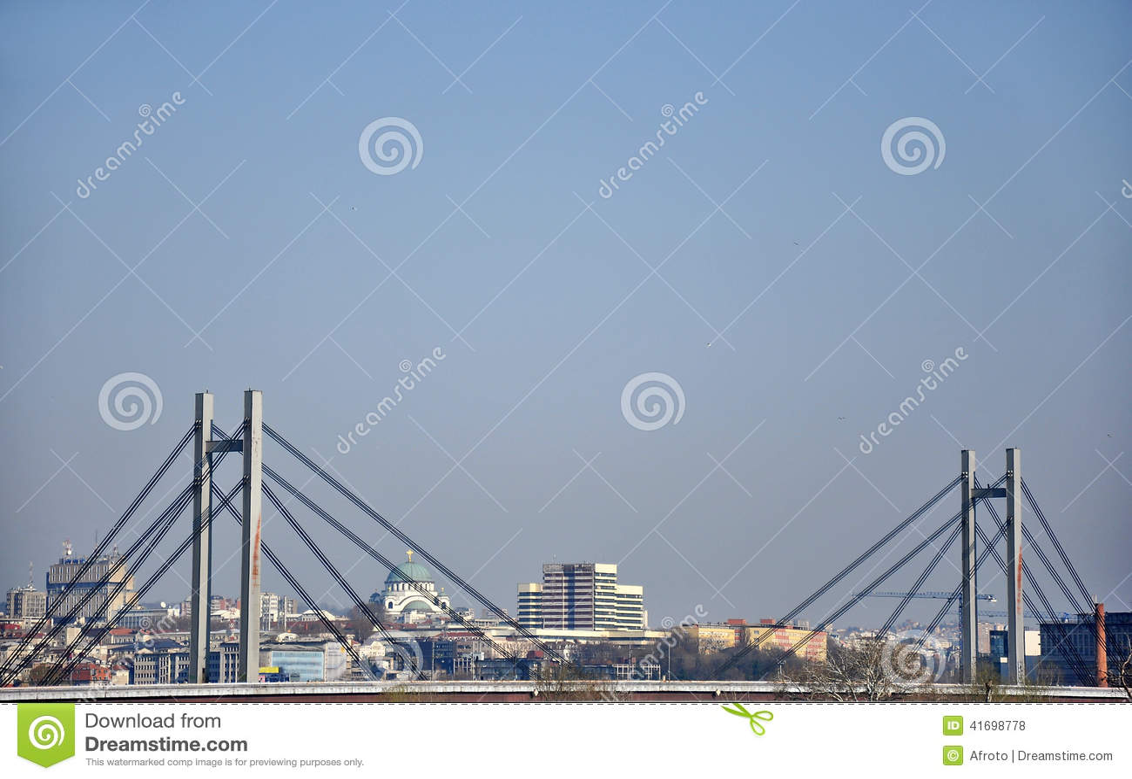 Pont dans la grande ville de Belgrade