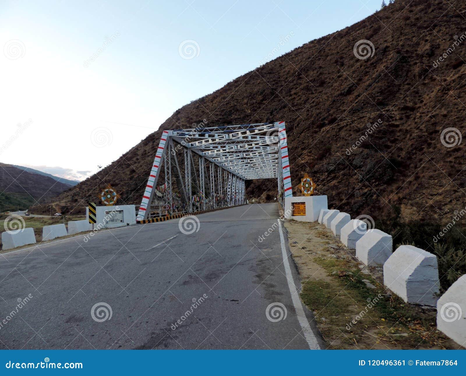 Pont dans Paro, Bhutan, construit sous le projet Dantak