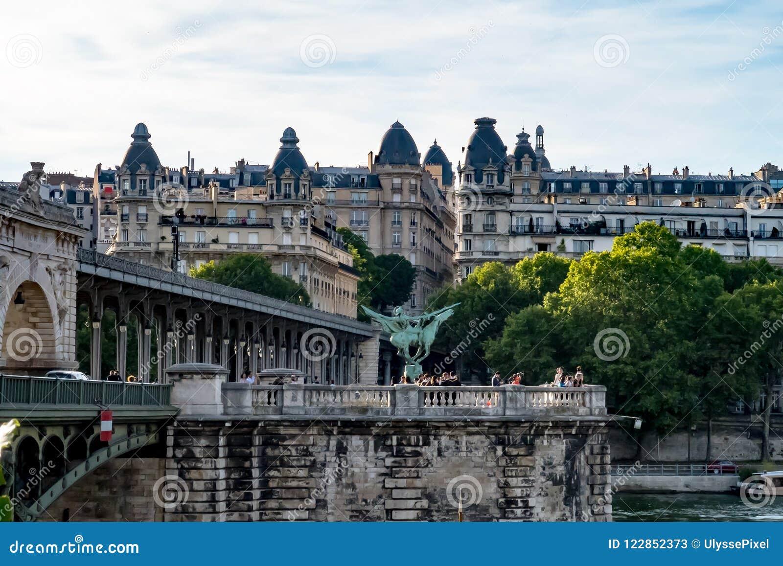 Pont De Bir Hakeim Over The Seine Paris France Editorial