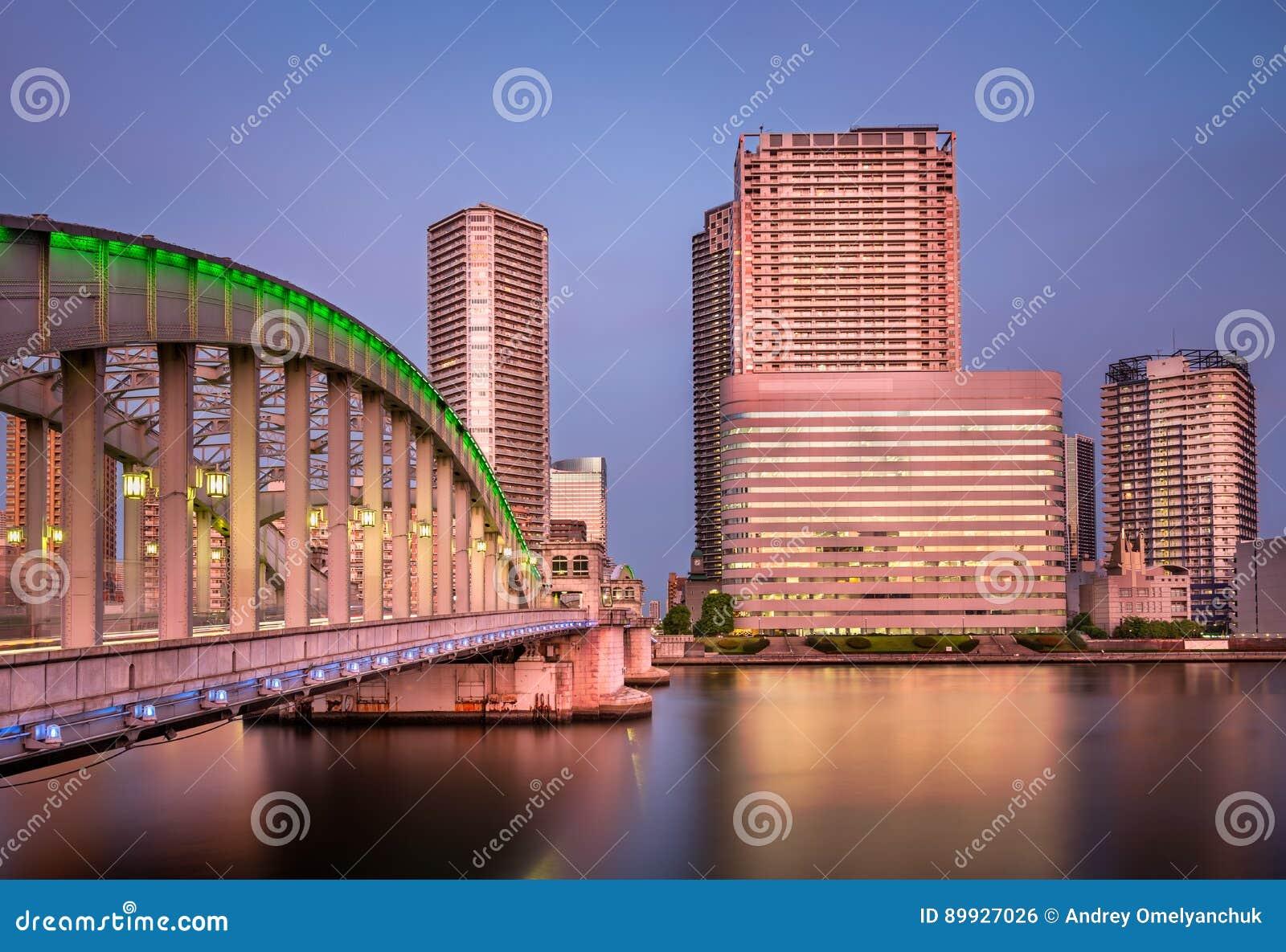 Pont de Kachidoki et rivière de Sumida le soir, Tokyo