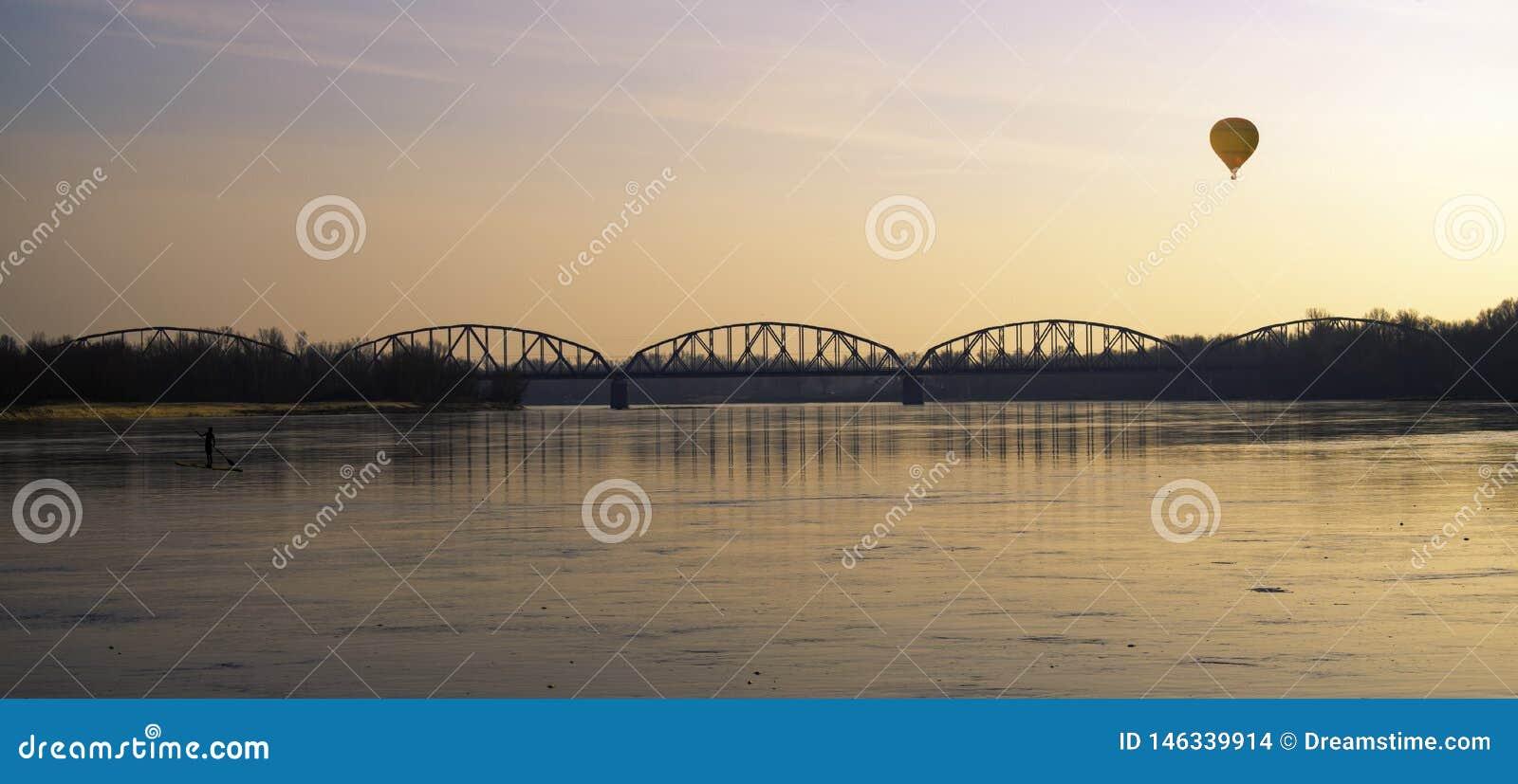 Pont de la liberté et de la paix