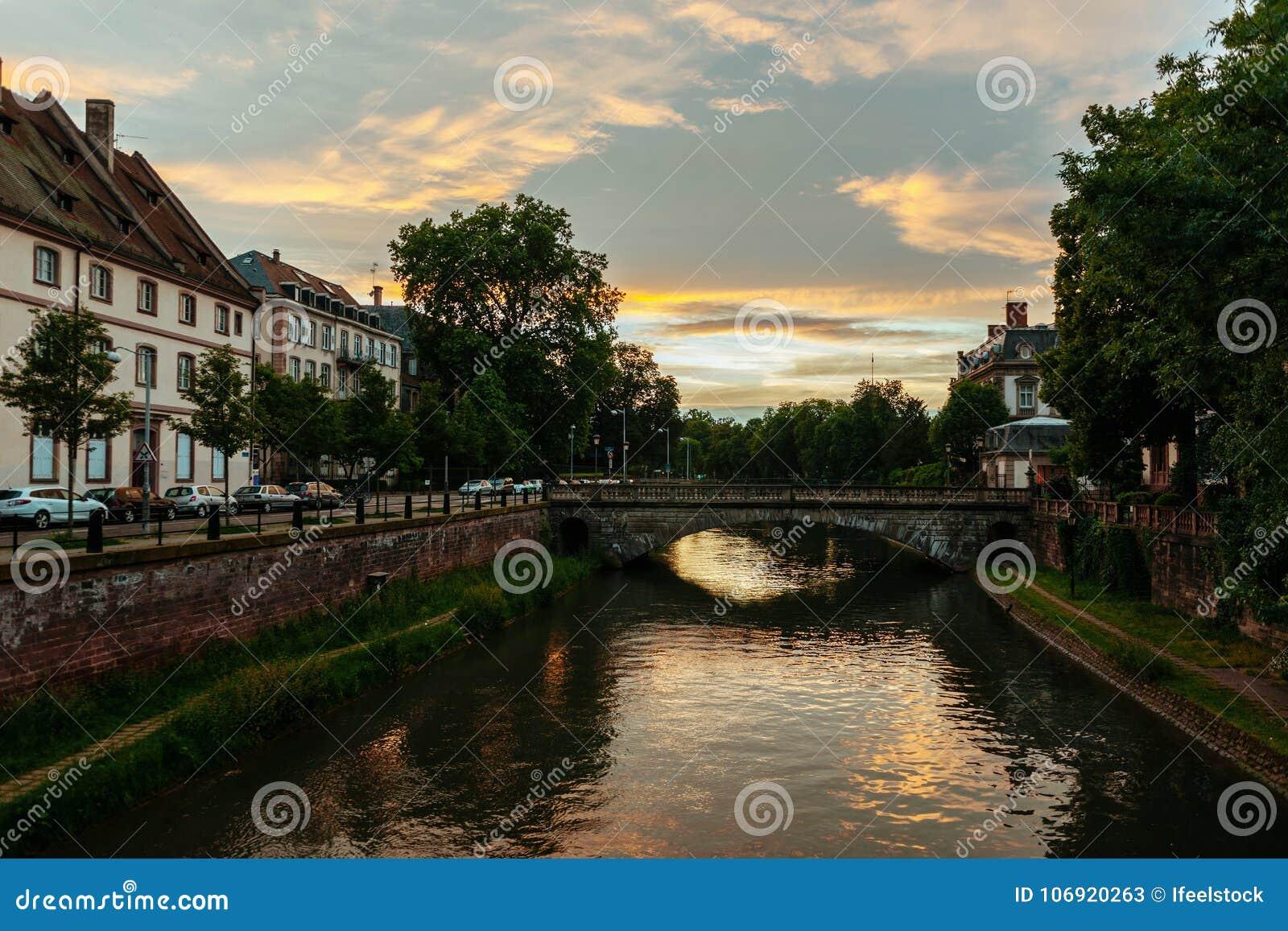 Pont de losu angeles poczta przy sunet w Strasburg