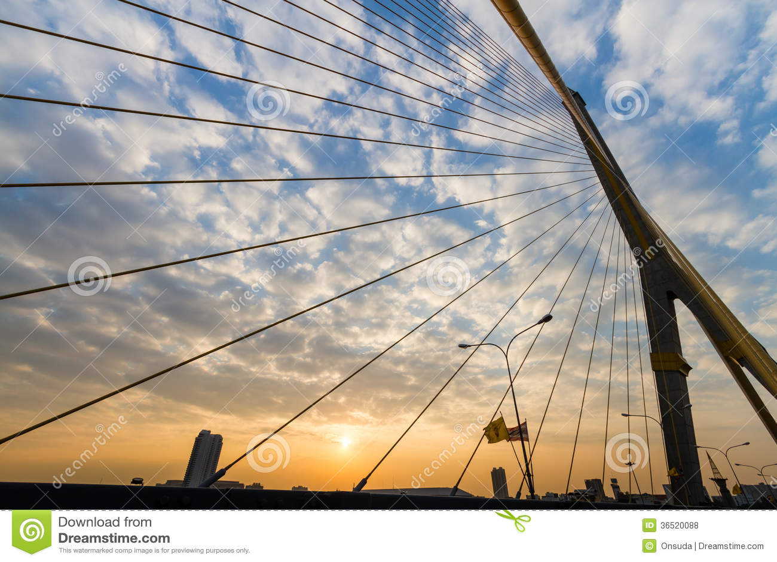 Pont de Rama 8 en Thaïlande