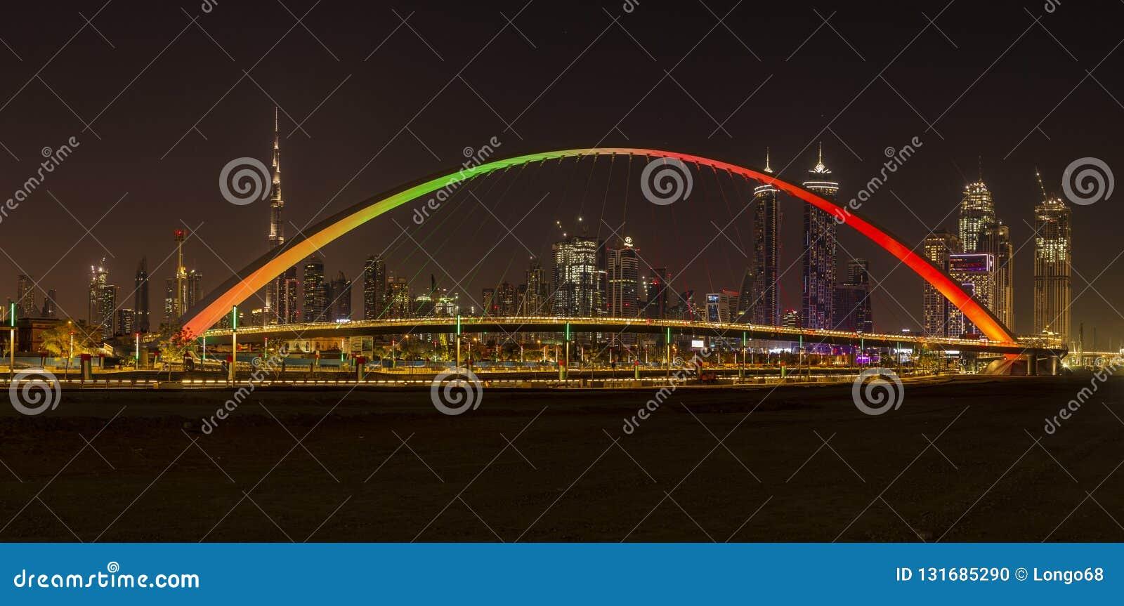 Pont de tolérance à Dubaï la nuit