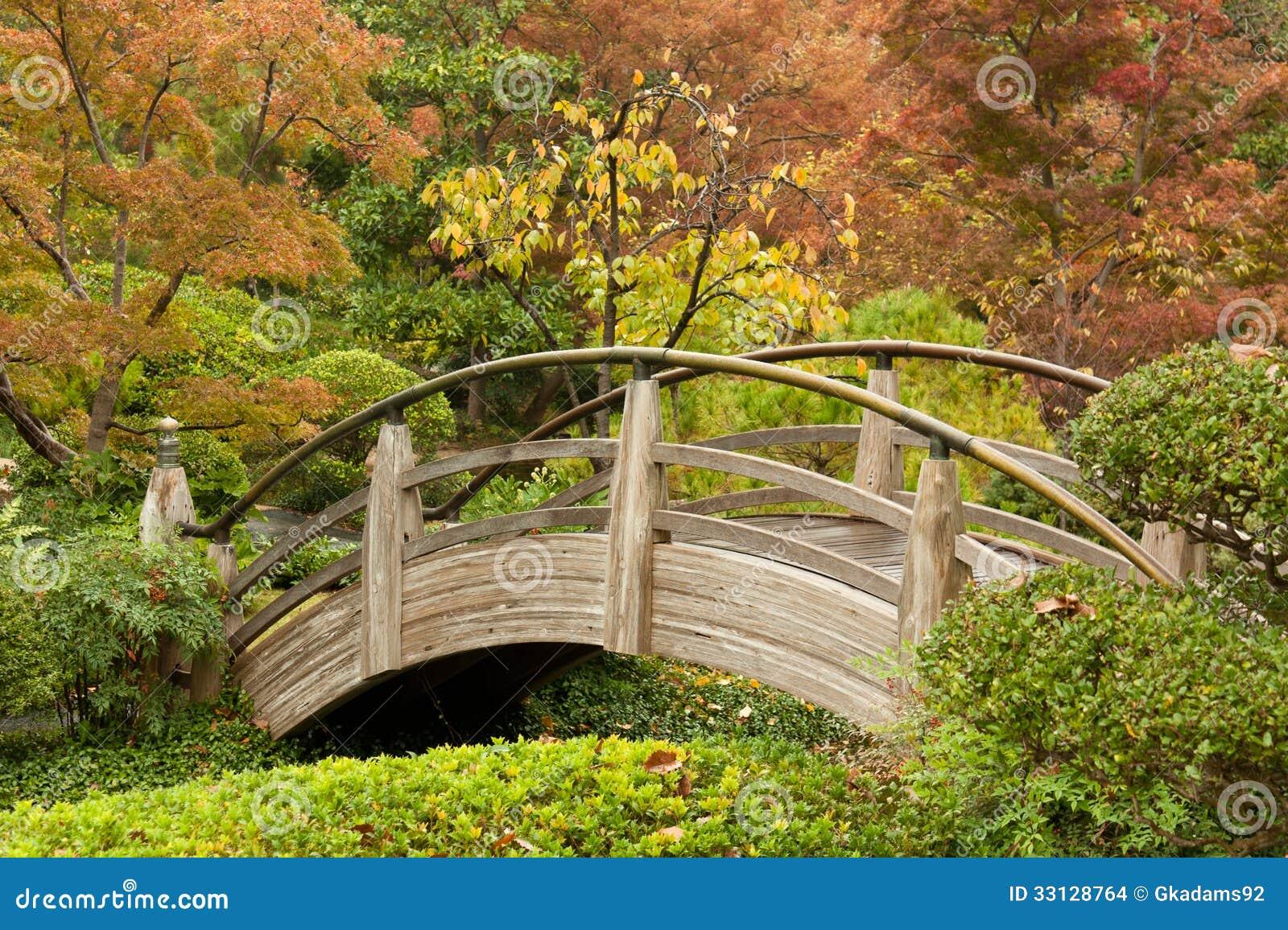 Pont de vo te dans un jardin japonais images stock image 33128764 - Pont en bois de jardin ...