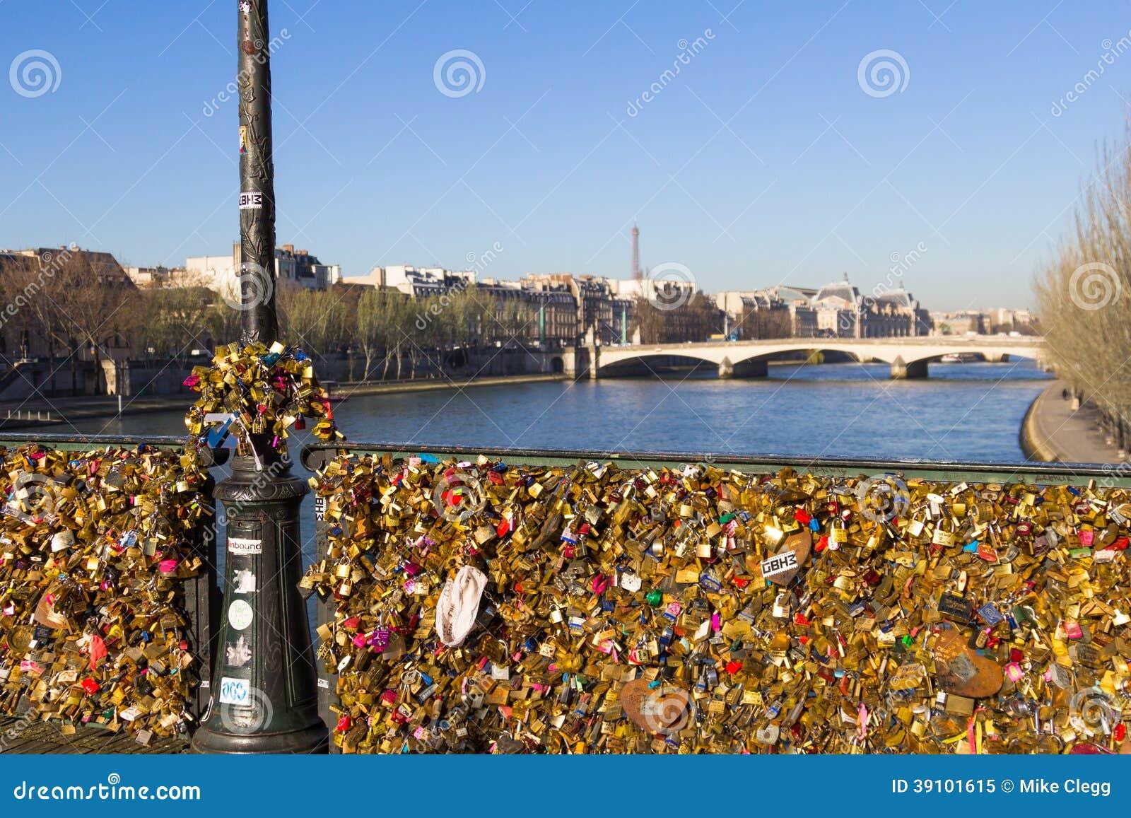 Pont des Arts en de Toren van Eiffel