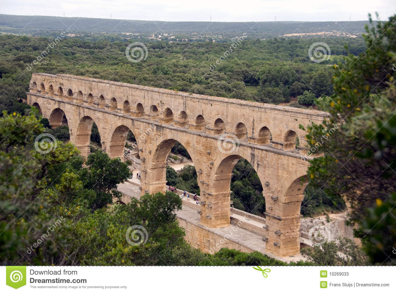 a focus on the iconic french structure the pont du gard Lowers to create a french balcony and the famous pont du gard aqueduct, both unesco world heritage sites visit to the twin towns of tournon and tain-l.