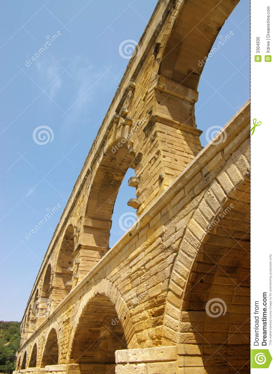 a focus on the iconic french structure the pont du gard I didn't know that more photos from pont du gard are under vers-pont-du gard thanks denis :) another picture, this time i was on the bridge.