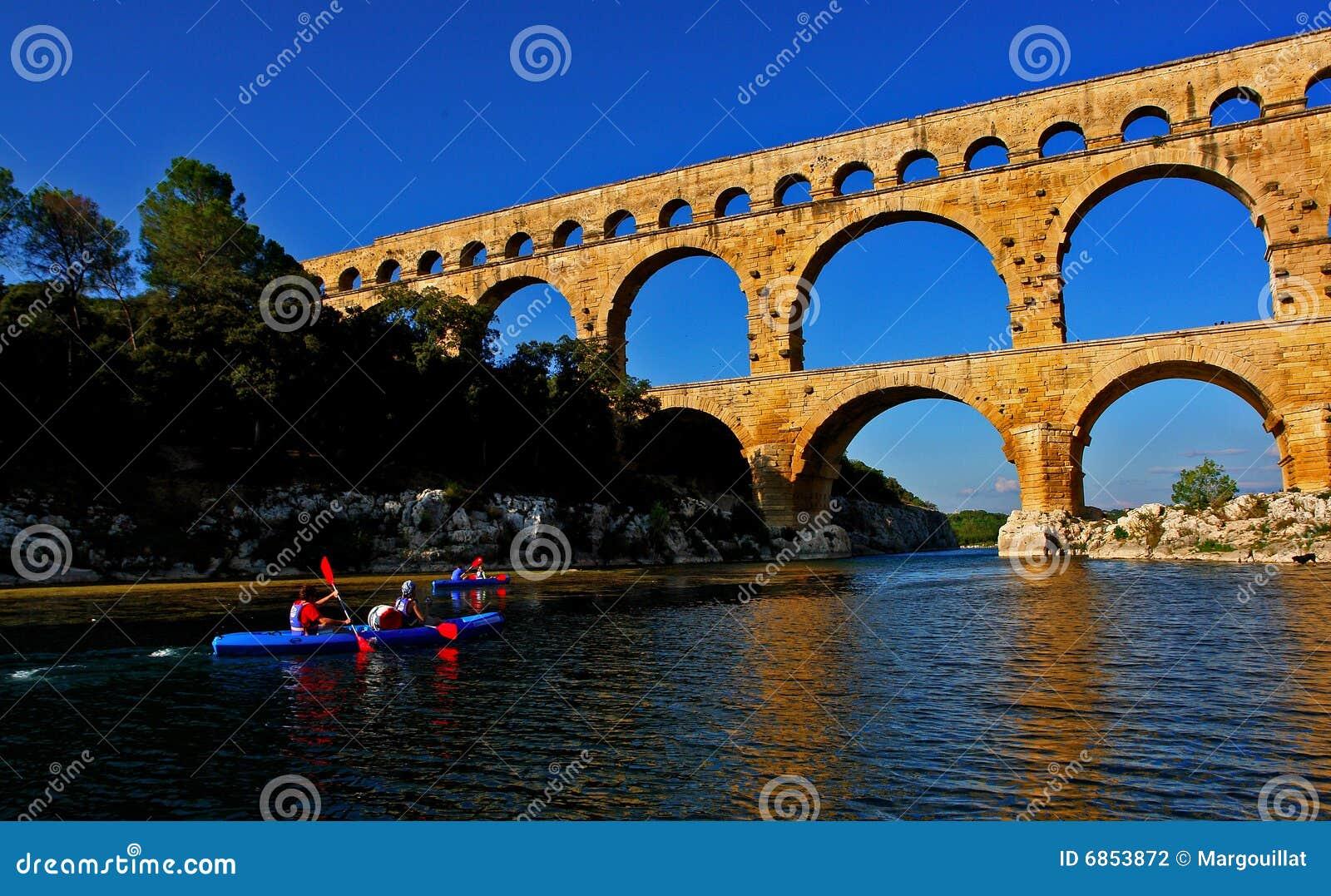 Pont du gard canoeists