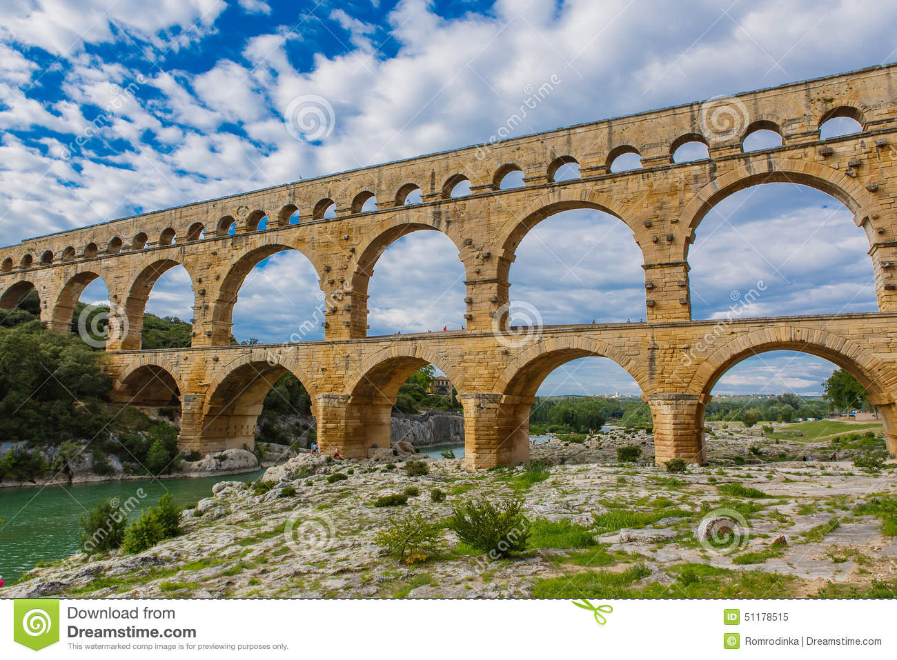 How Old Is The Aqueduct At Nimes 26