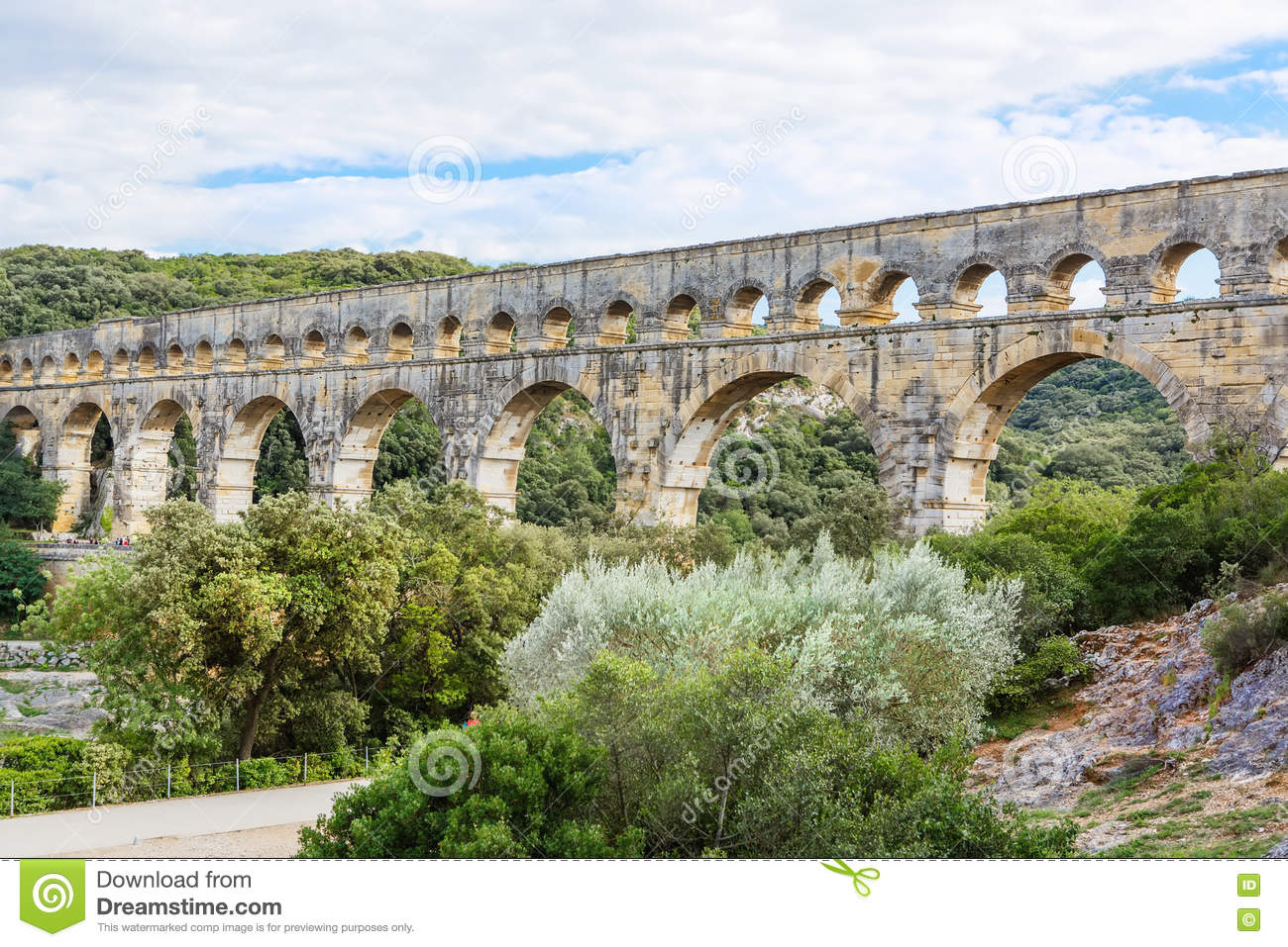 an introduction to the pont du gard a roman aqueduct Your first experience will be a guided visit of the famous roman aqueduct, pont du gard bridge  an essential introduction to the diversity and richness of the.