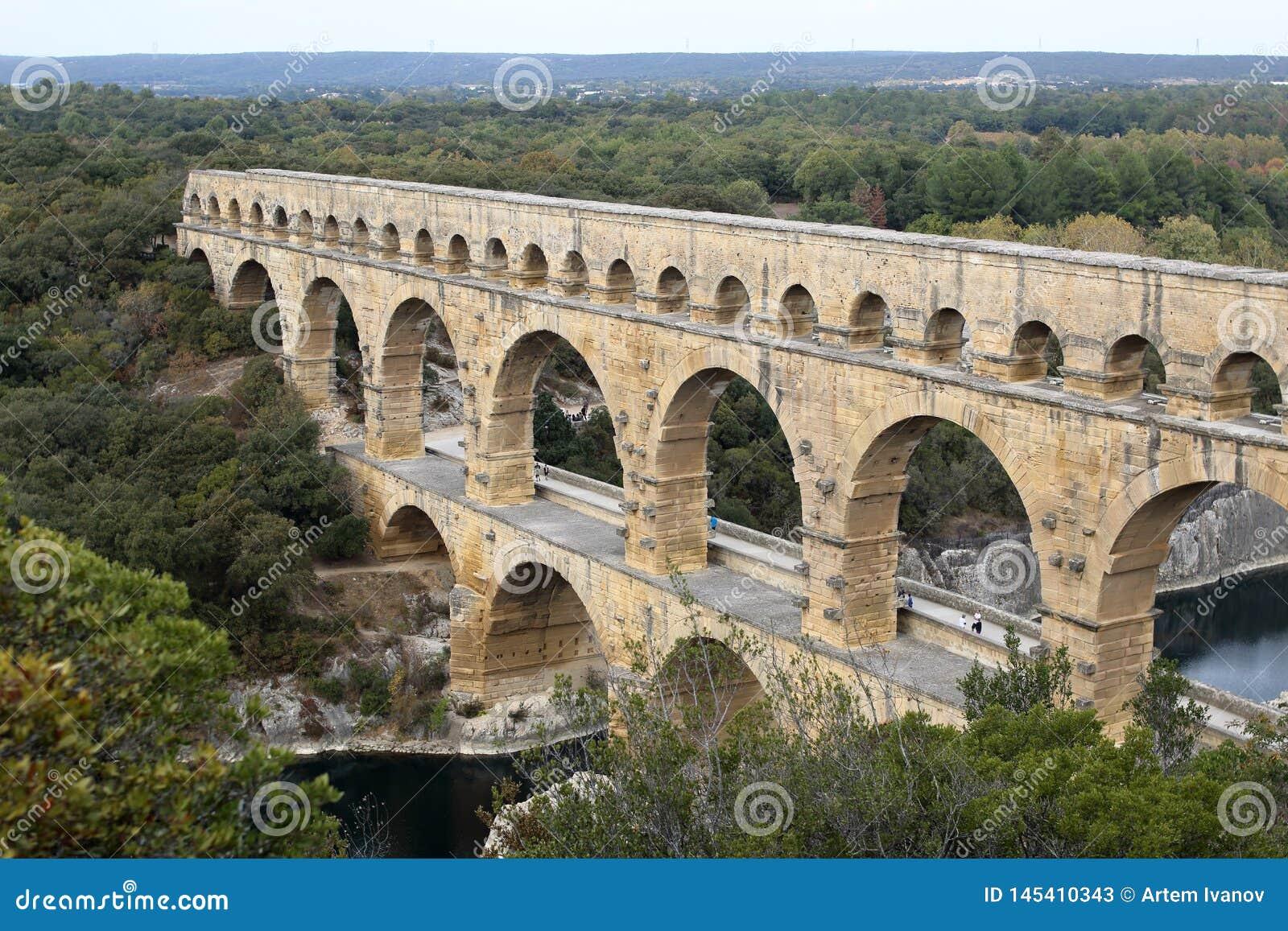 Pont du Gard Vista amplia del acueducto romano antiguo